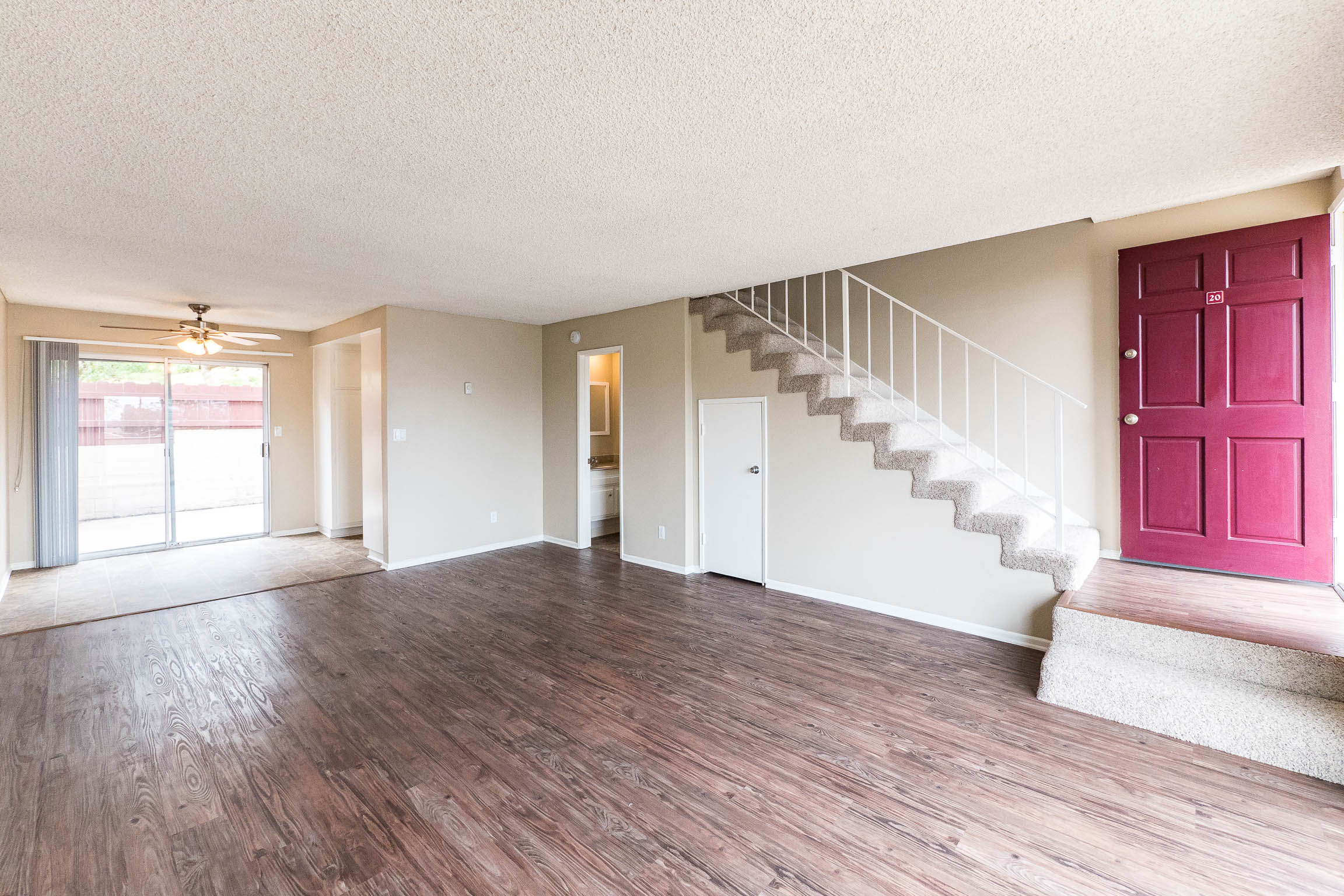 HUGE REDONDO BEACH TOWNHOME W/LARGE PRIVATE PATIO