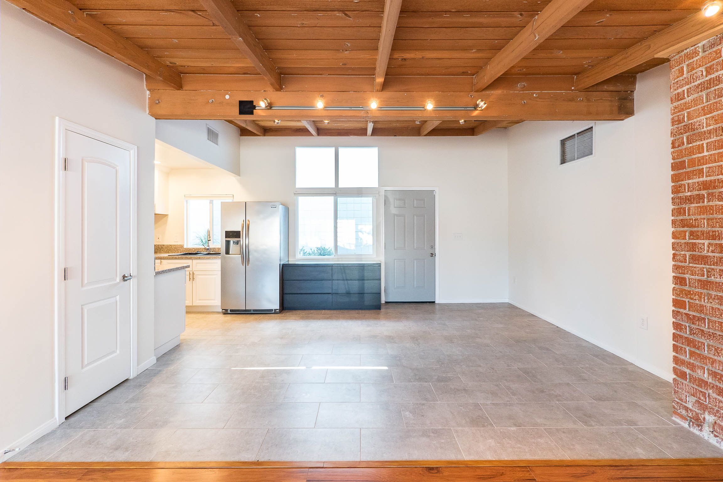 Spectacular 2/2 w Beamed Ceilings & Brick Fireplace | Move to DTLA's next Art's District