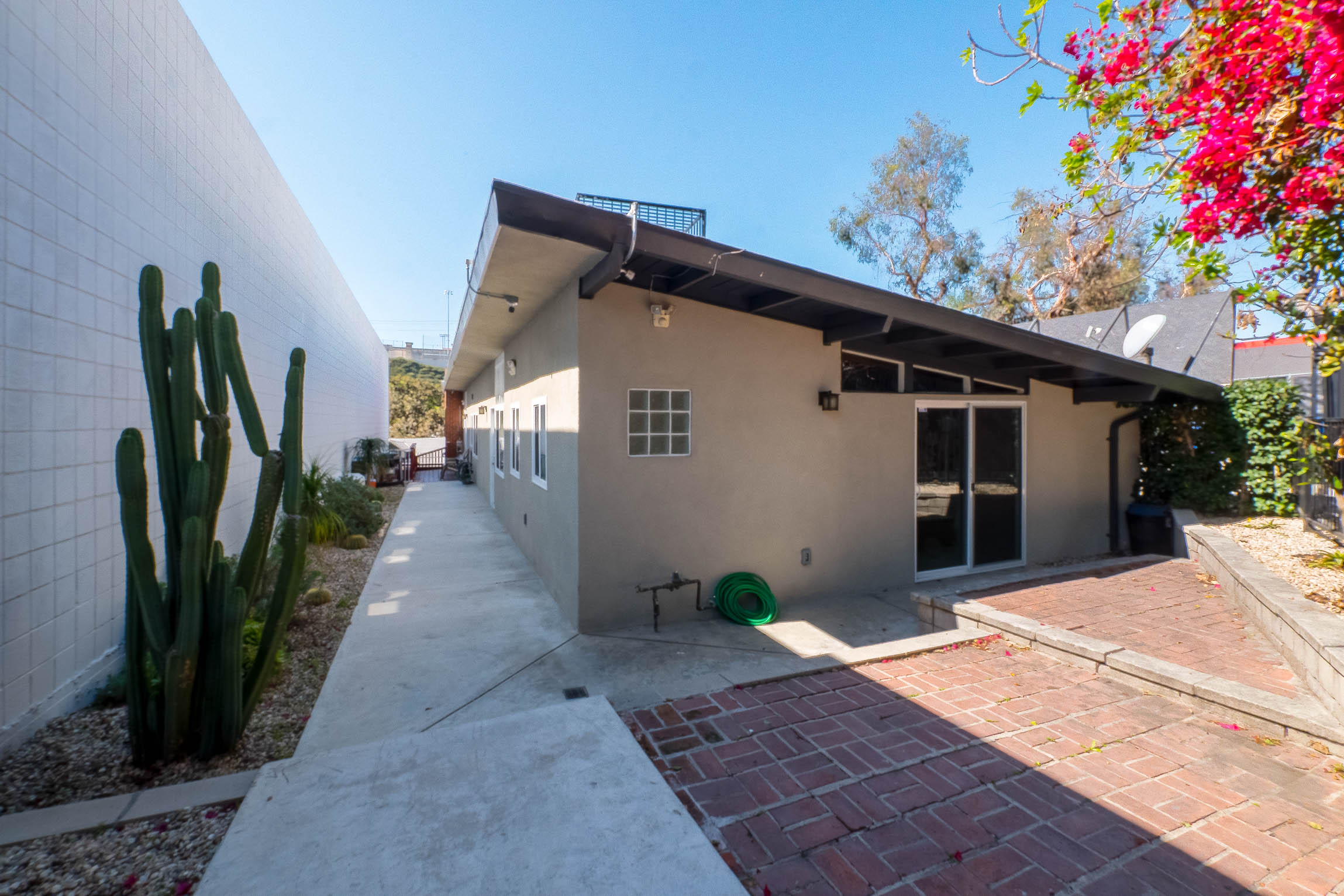 Spectacular 2 Bedroom W/ Exposed Beams & Brick Details | Minutes Away From Prime DTLA & Echo Park!