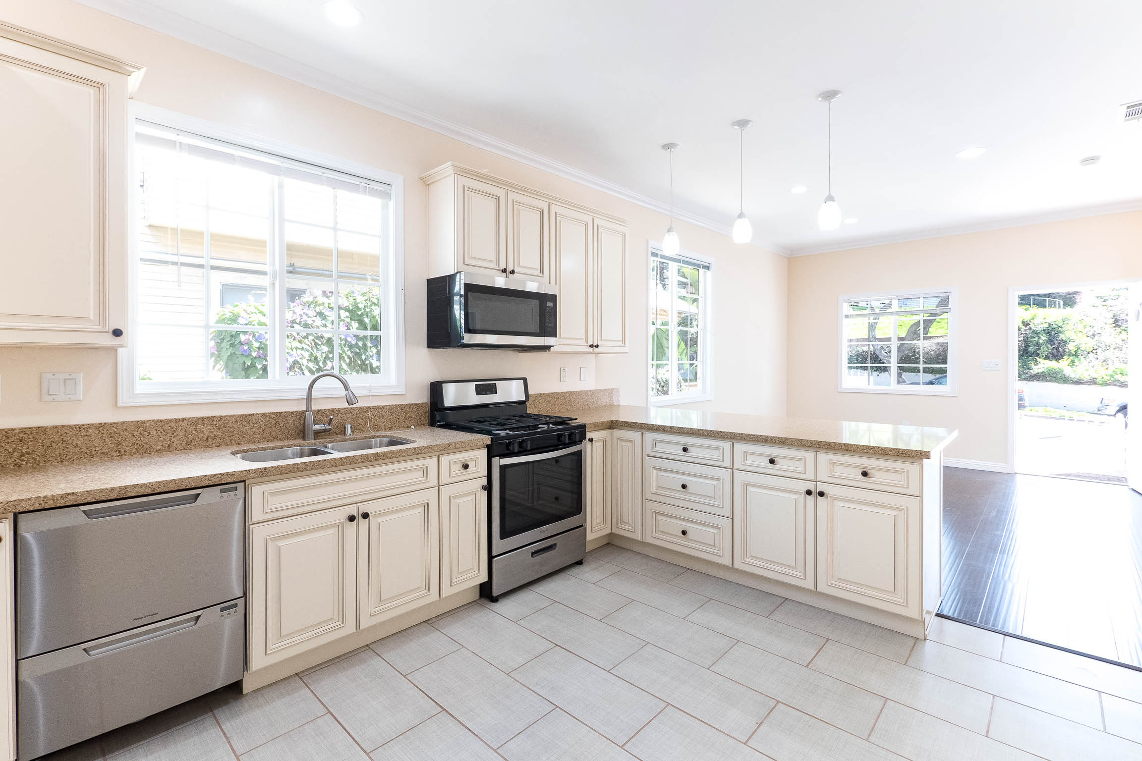 Echo Park Dollhouse | Complete Remodel | Central Air |All NEW Appliances | In Unit W/D | Parking Included | Pet Friendly