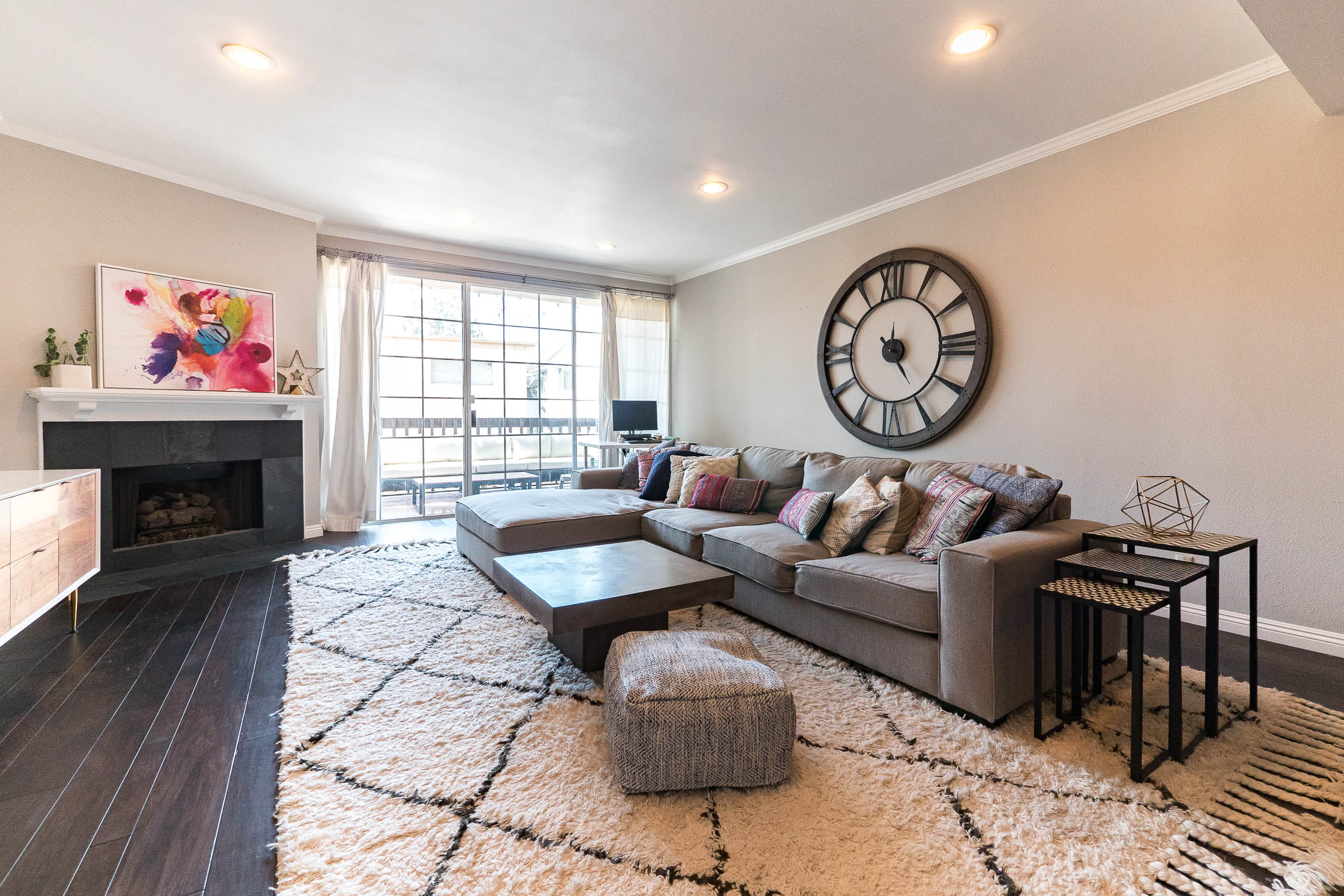Extremely Spacious and Updated (Can Be Furnished or UNfurnished) Condo - 2+2 with Large Balcony in Heart of West LA