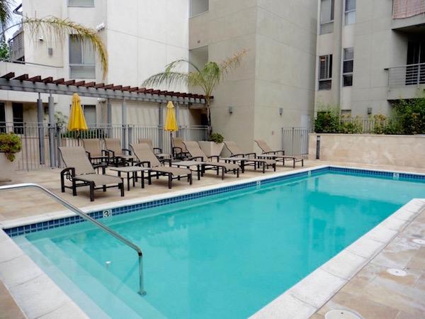 Bright & Spacious 2BD/2BA Studio City Condo Home   Private Patio   Salt Water Pool & Gym
