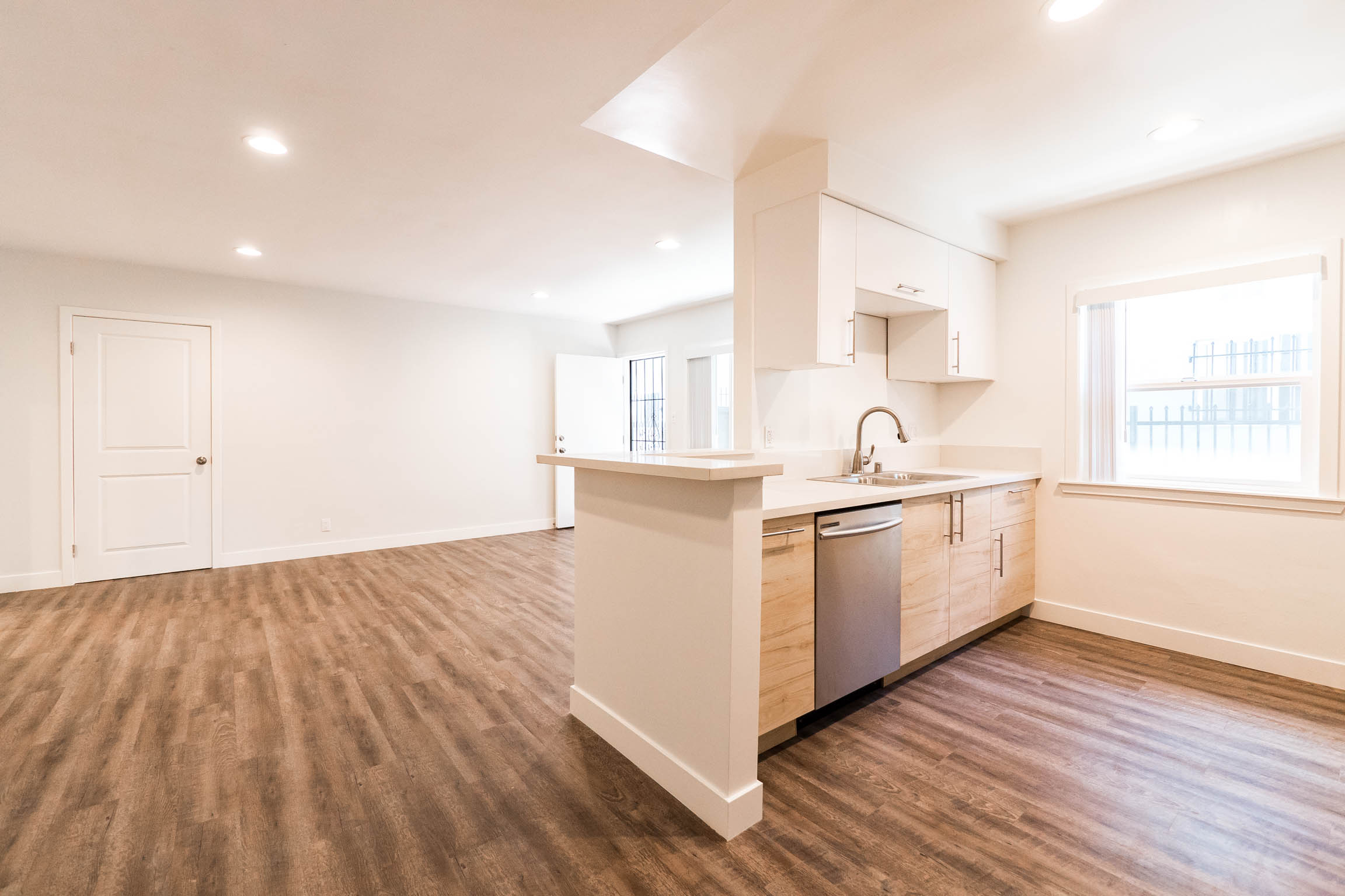 Shazooow! Chic and Unique Ultra Modern Dream 2Bed/1Bath - Private Patio- Stainless Kitch-DW-W/D-A/C-