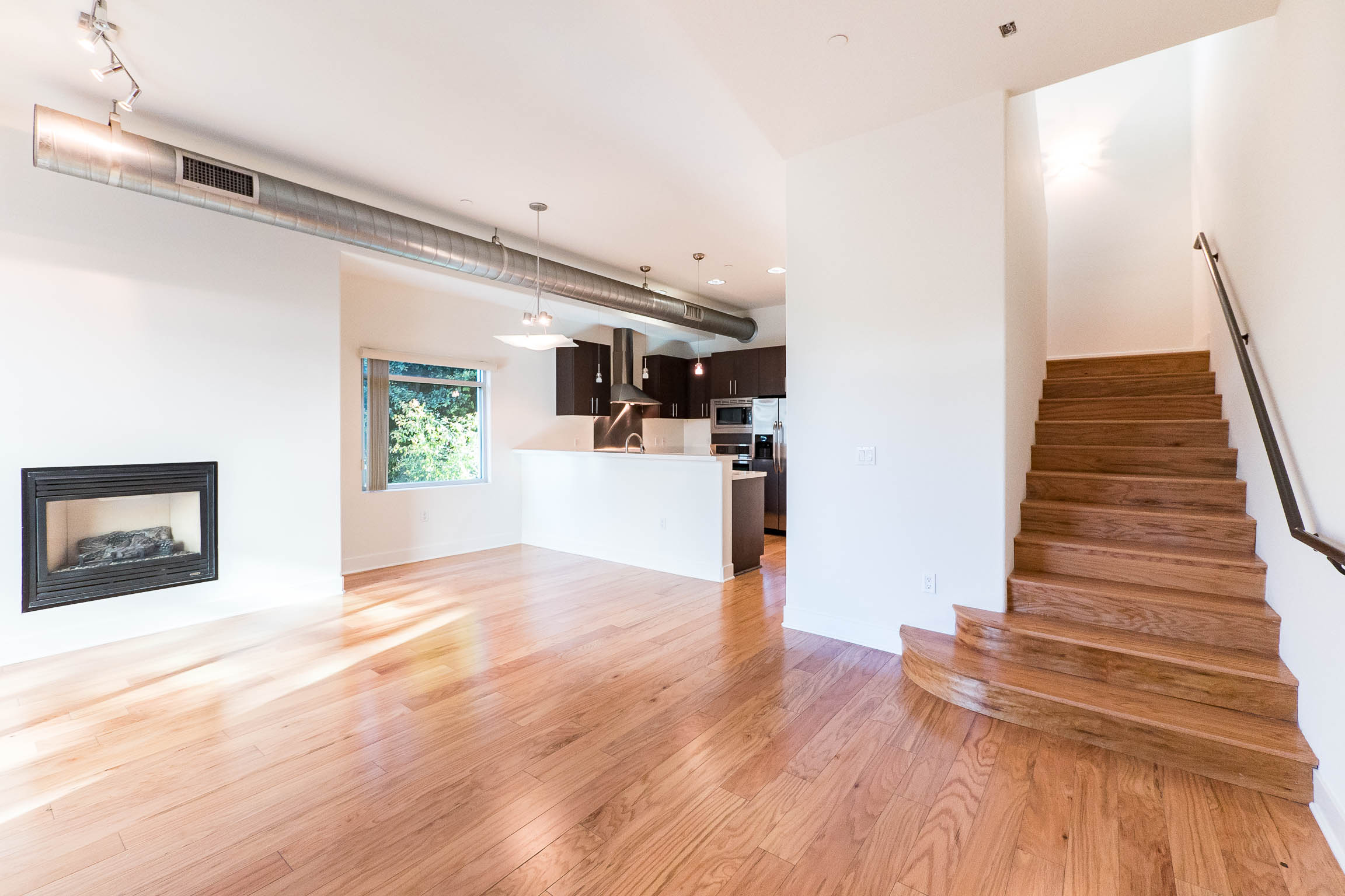 ULTRA MODERN AND SUPER STYLISH Two story LOFT SPACE / 1400 SQ FT/ 2 Bedrooms/ ALL APPLIANCES INCLUDED!