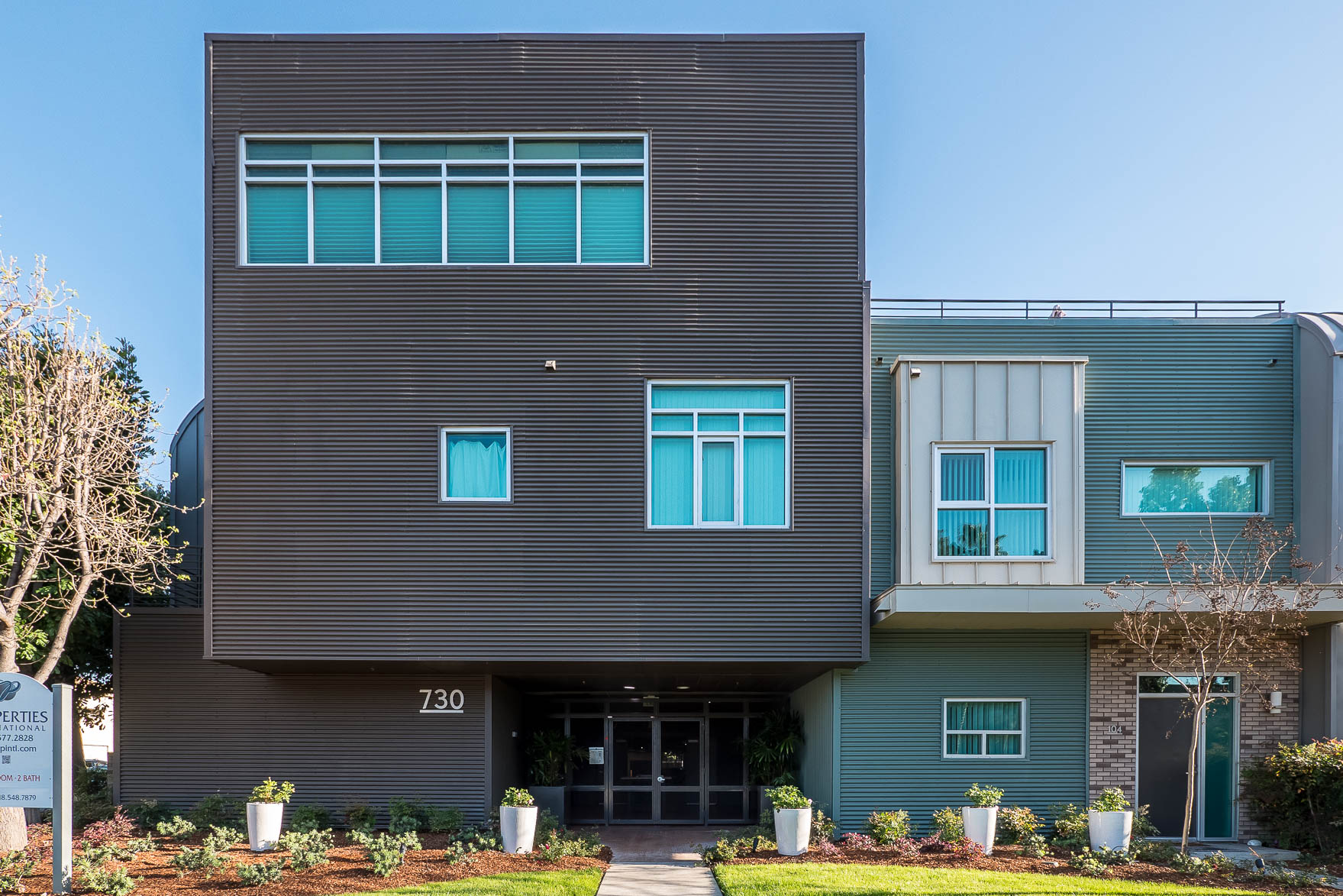 Ultra Modern and super stylish loft space / 1400 Sq ft/ 20 ft ceilings / all appliances included!