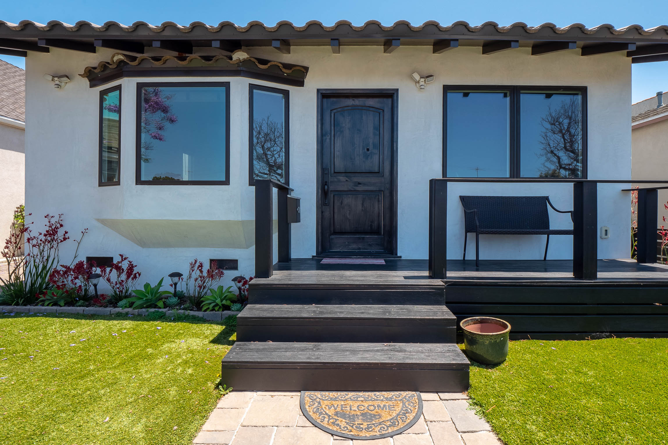Must See! 3B/3B Haven By The Harbor. Modern, Green Freestanding House With Separated Studio/3rd Bedroom - Driveway Parking for 4 -Solar Panels.