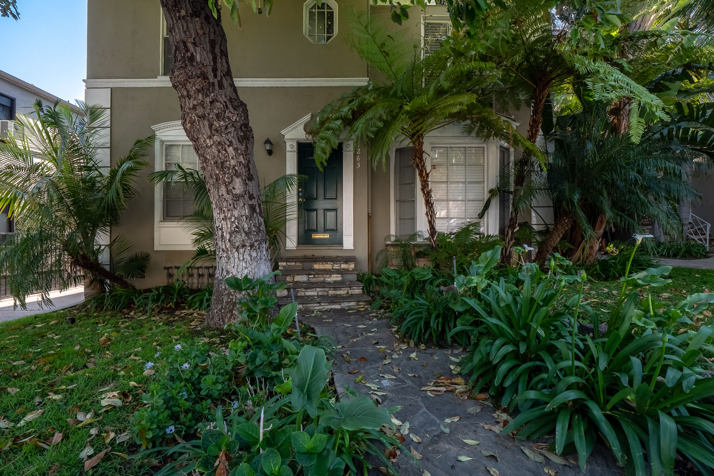 Charming & Stylish Vintage 1 Bedroom in WeHo w/ Parking!