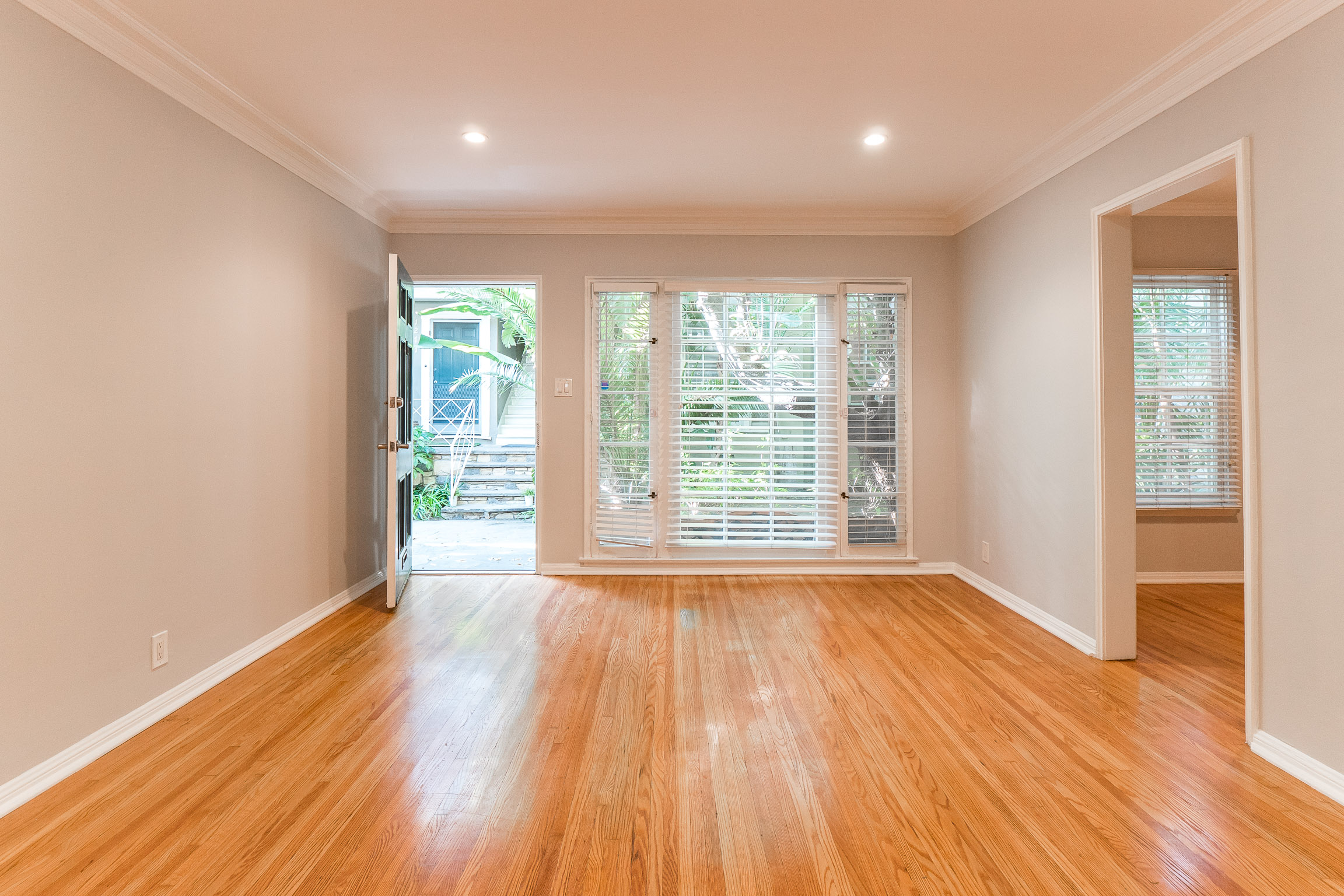 Tranquil Palm Escape 1Bedroom w/ Huge Windows in WeHo! Parking Included!