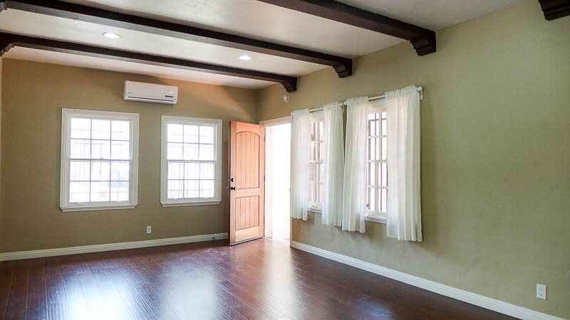 Huge Spanish Style One Bedroom - Gorgeous Modern Kitchen- Beamed Ceilings - Ductless AC/Heat - Parking