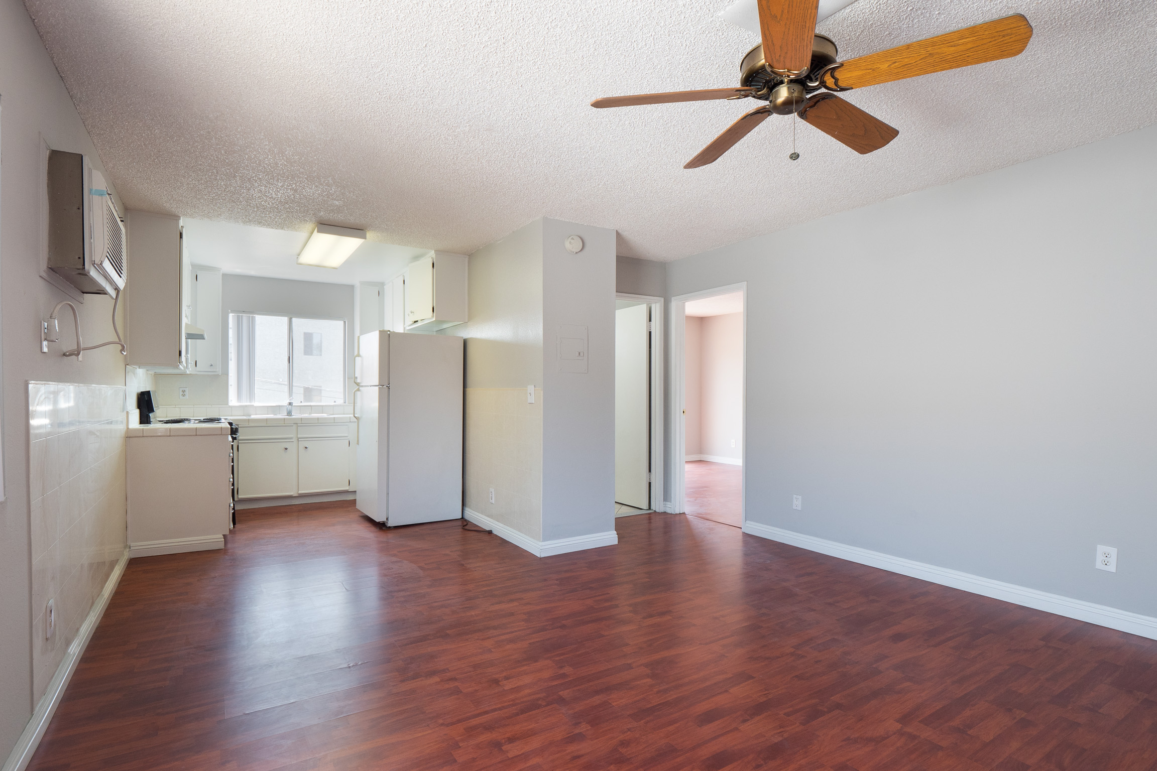 Beautiful! Just renovated 2B/1B with Panoramic DTLA treetop view - Quintessential Eastside LA large living!