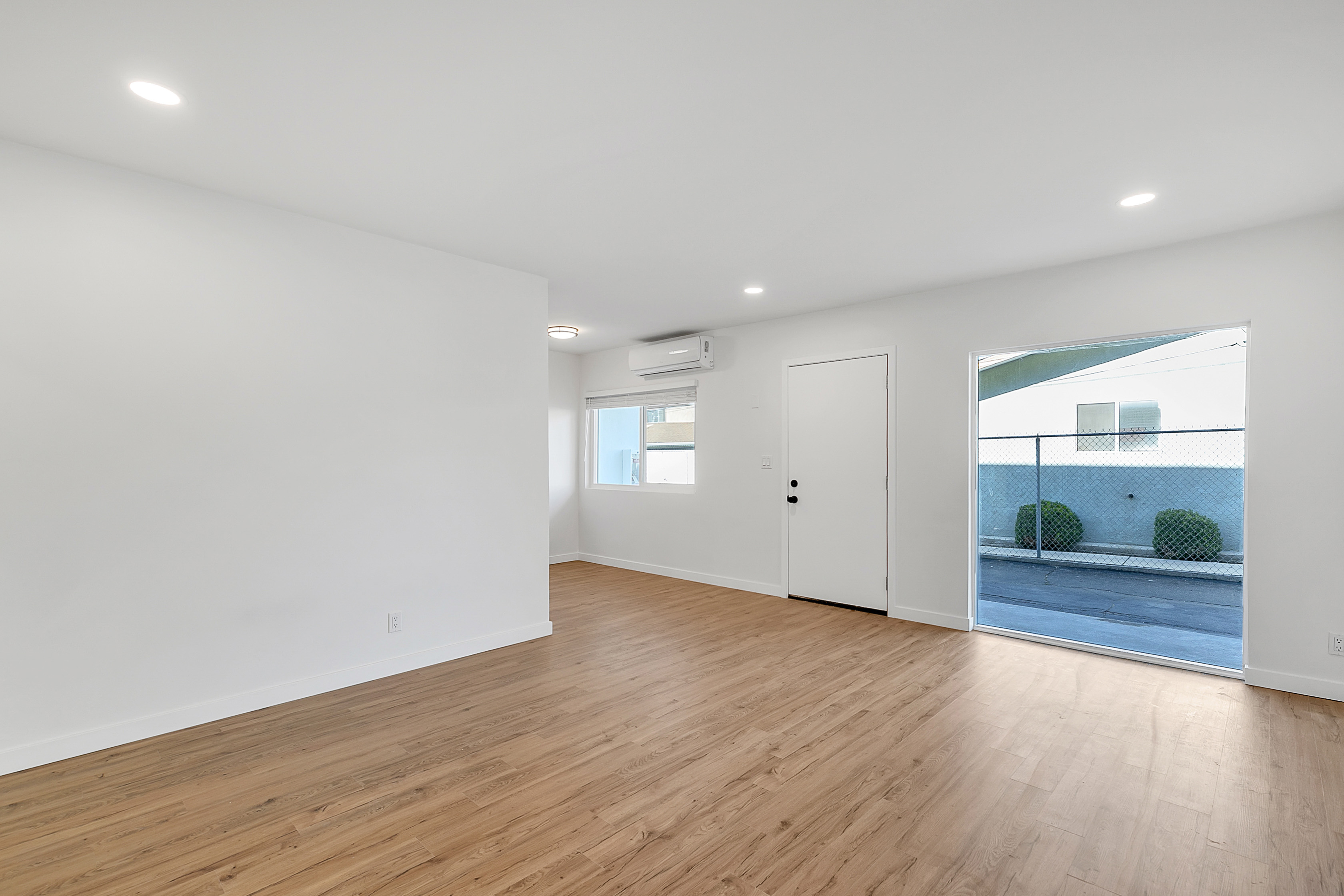 Updated Highland Park 2 Bed | Floor-to-Ceiling Window | In-Unit Laundry | Prime Highland Park W/ Parking!