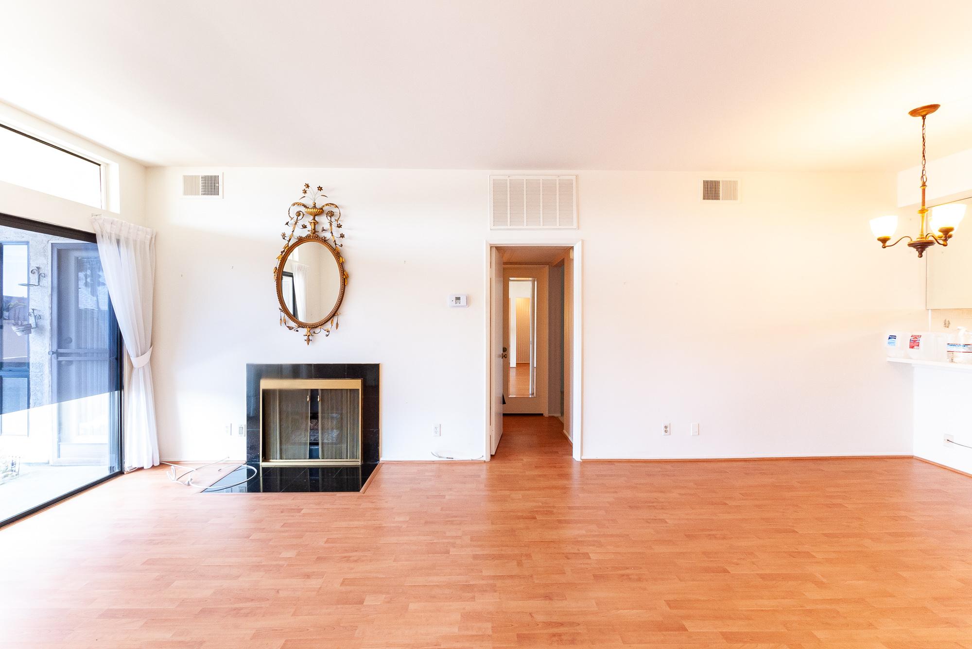 Eye Poppin Arty, Retro -2 Bed /2 Bath  -  Den/3rd Bedroom/Fireplace - Huge Balcony -Prime Ktown Location