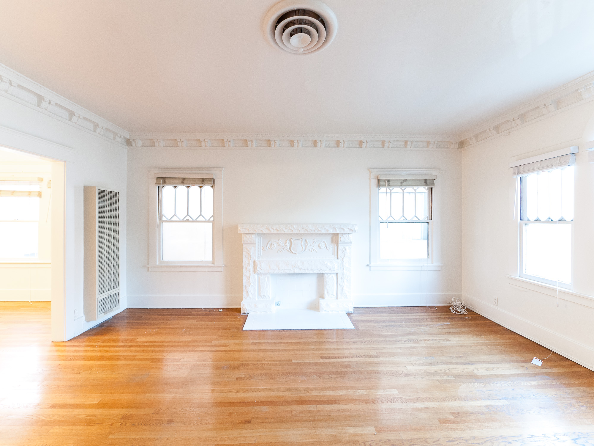 Old World Beauty! Sprawling 1400 Sft  2 Bed/1Bath  - Real Hardwoods - Washer'Dryer Hookups - Garage - Perfect K-Town Location!