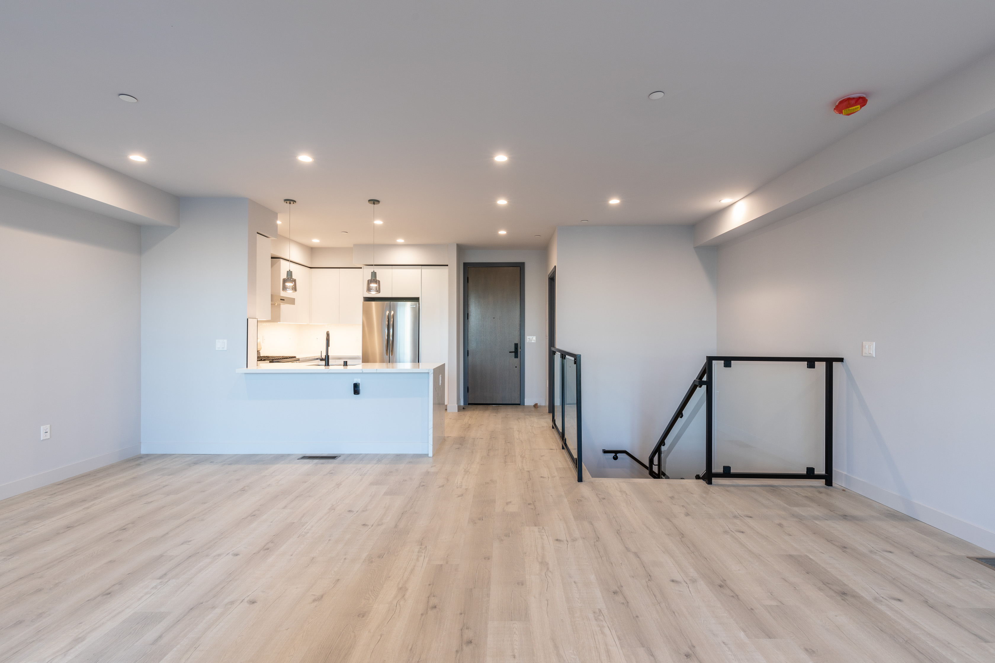 BRAND-NEW TOWNHOUSE UNIT (2BR/ 2.5BA) - LARGE PRIVATE PATIO, ROOFTOP, GYM, & 2 PARKING SPACES- LUXURY LEASE-UP!