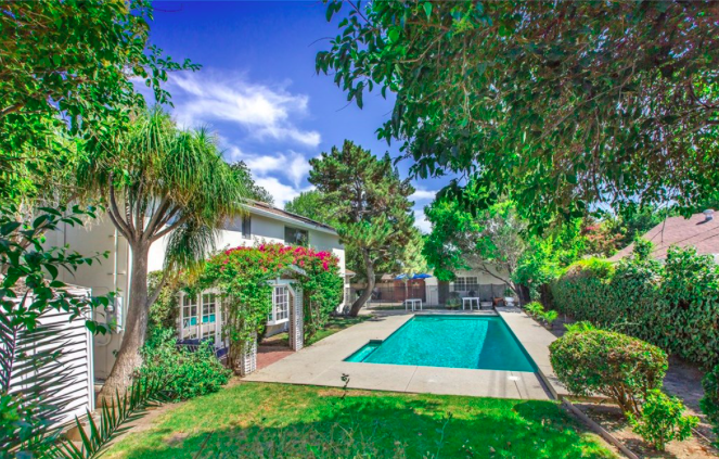 Absolutely gorgeous 5 bedroom, 3 bathroom, Pool home (Plus a detached one bedroom guest house), total of 3,198 Sq.Ft. on a 11,294 Sq.Ft. lot! Located in a beautiful neighborhood!