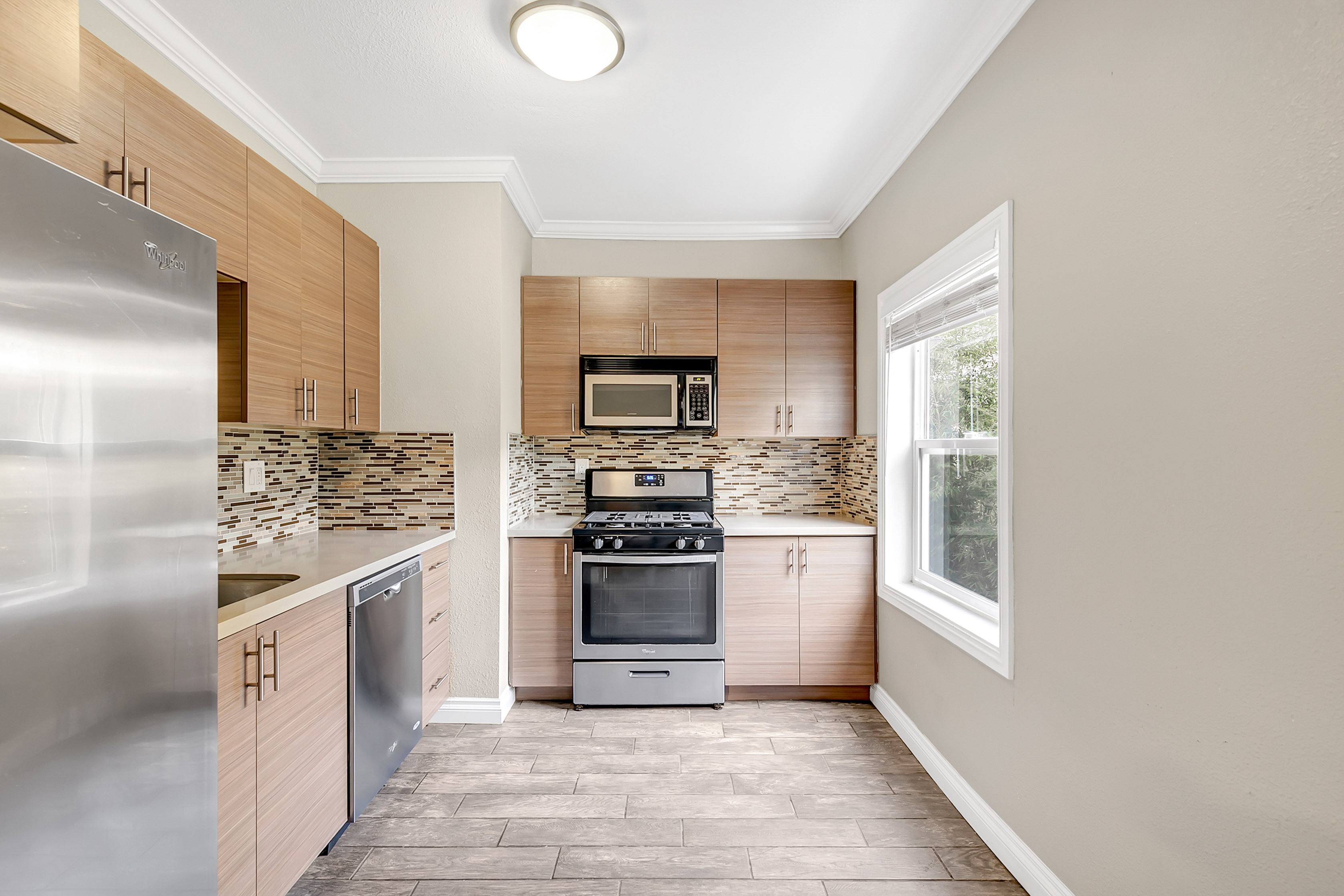 Completely Updated 2 Bedroom Unit   Amazing Echo Park Location   Laundry On-Site