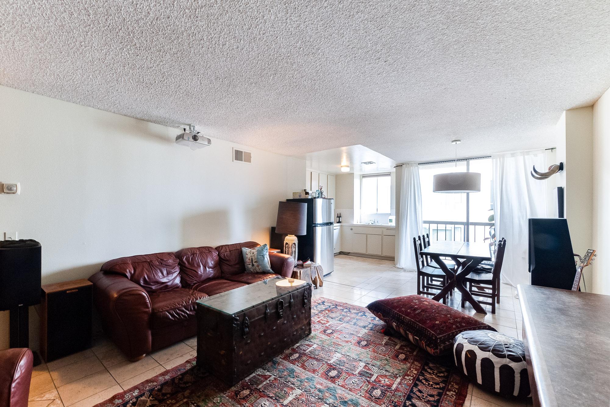 11th Floor 1BD/2BA Condo with Balcony and Doorman on Wilshire Corridor