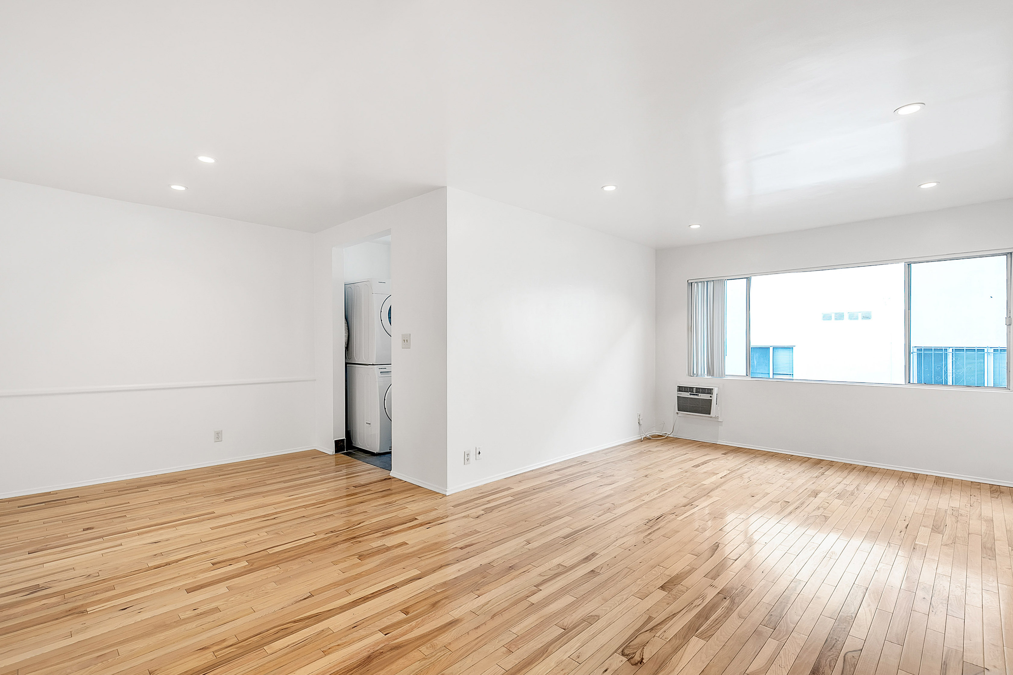 Top-Floor 1BR/ 1BA w/ Washer & Dryer in Unit, Dishwasher, Dining Area, and Parking in La Cienega Heights