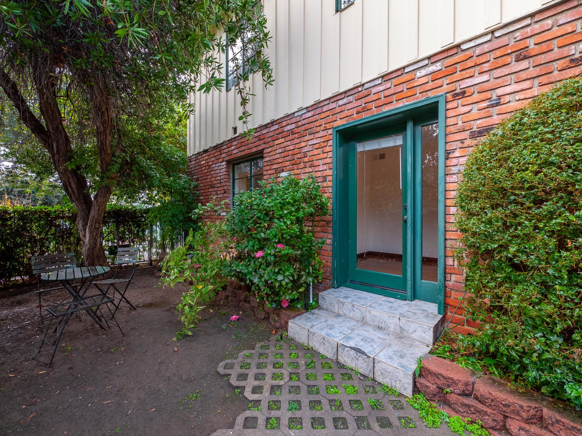 Modern Storybook Big Bright and Happy! Too Good 2B-Coveted Central Tree-Line Los Feliz Locale-Central A/H-WD-ToDieFor Kitchen