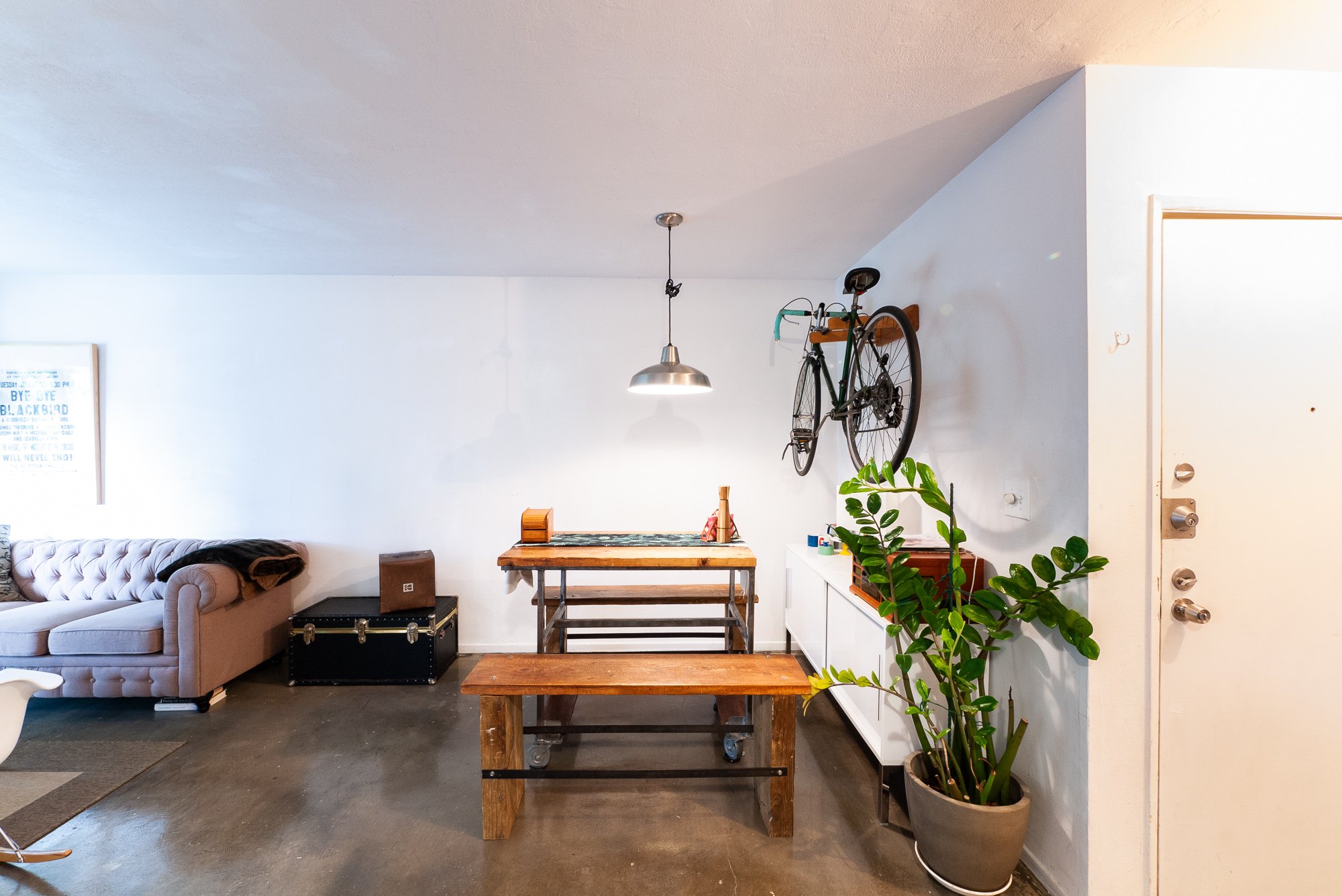 Sleek & Chic! Fully Furnished 1BD / 1BA Condo | Available for Short Term Rentals | All Utilities Included! | Parking Available