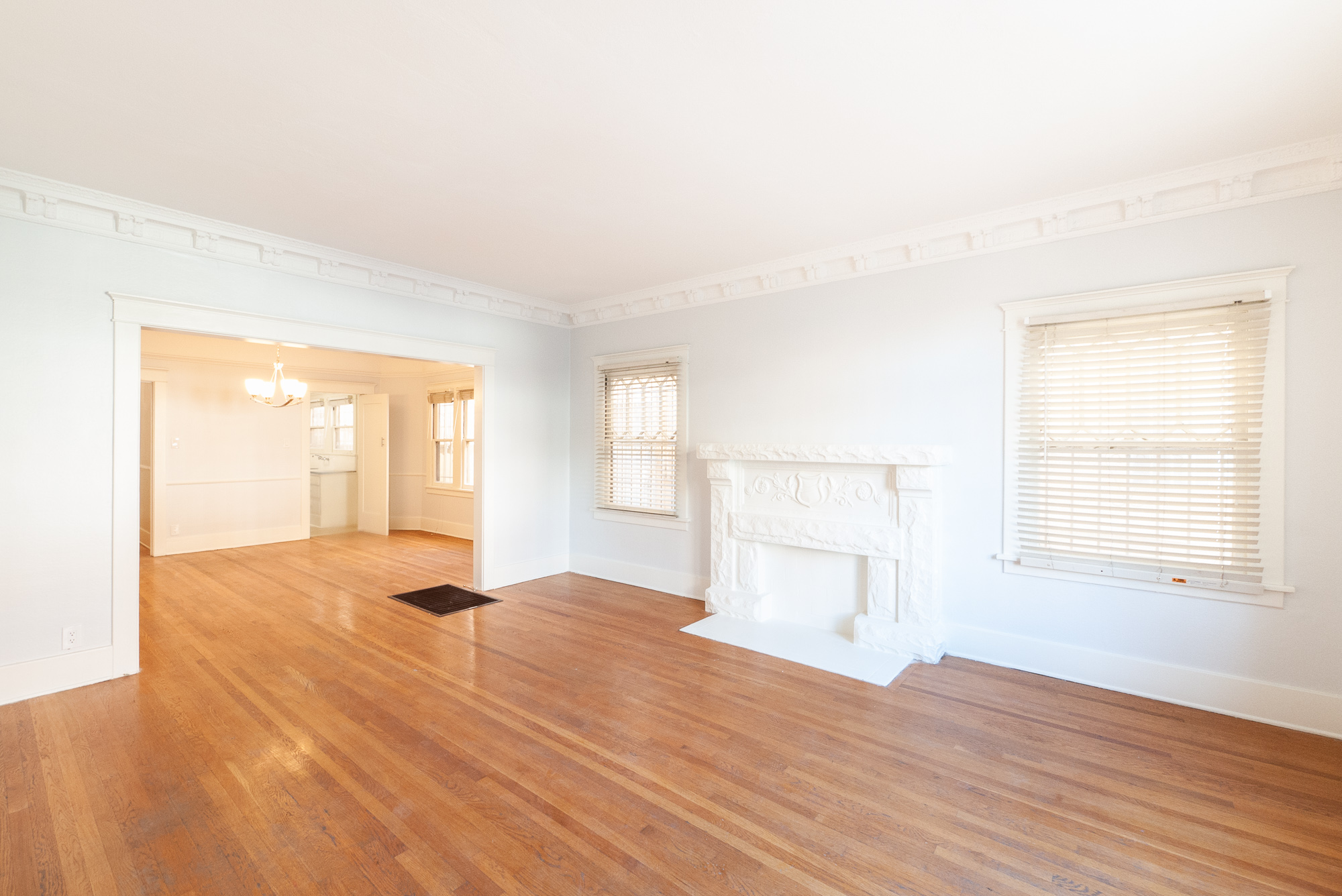 Updated, Old World Beauty! Real, Refinished Hardwoods, Great Light, W/D Hookups, Balcony! Perfect K-Town Location