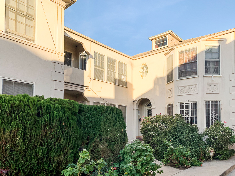 Right Out Of A Storybook! Super Spacious, Light and Airy One Bedroom - Deco Fireplace - Balcony-  Cedar Closet -Garage Parking