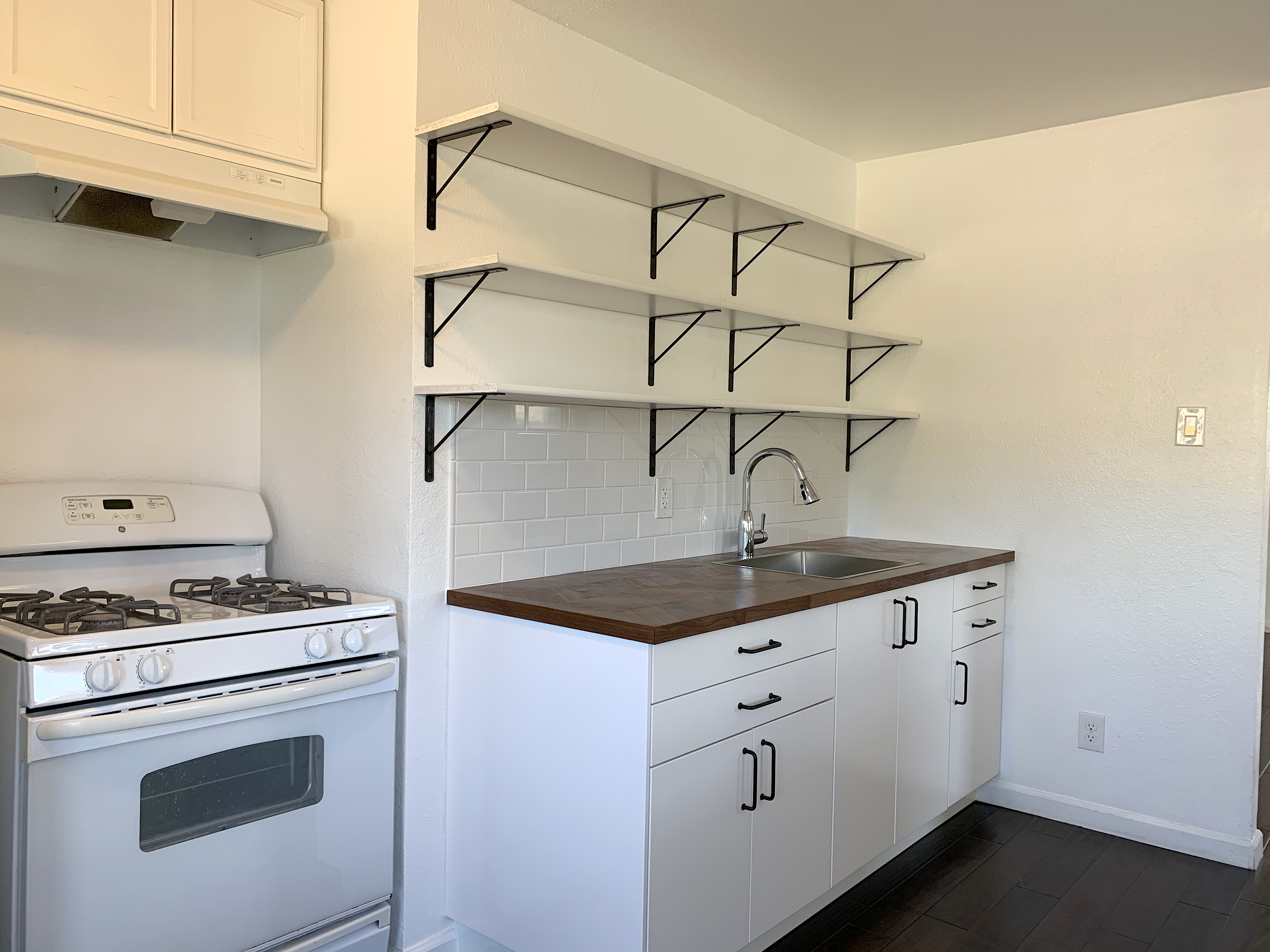Charming Craftsman Triplex | Upper Unit | In-Unit Laundry | Two Car Parking | 3 Blocks to Sunset and Echo Park Lake
