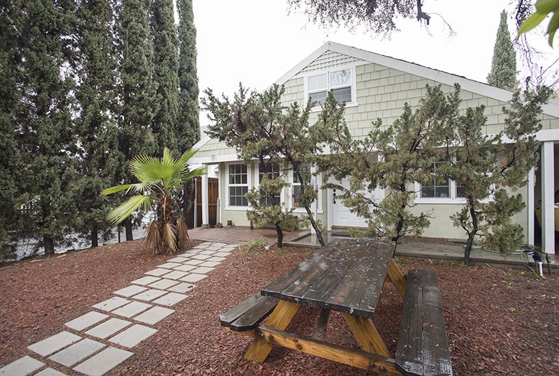 Beautifully Renovated Craftsman Home | 2 Bed PLUS 2 large bonus rooms| Private Front Yard | Prime Location in Los Feliz!