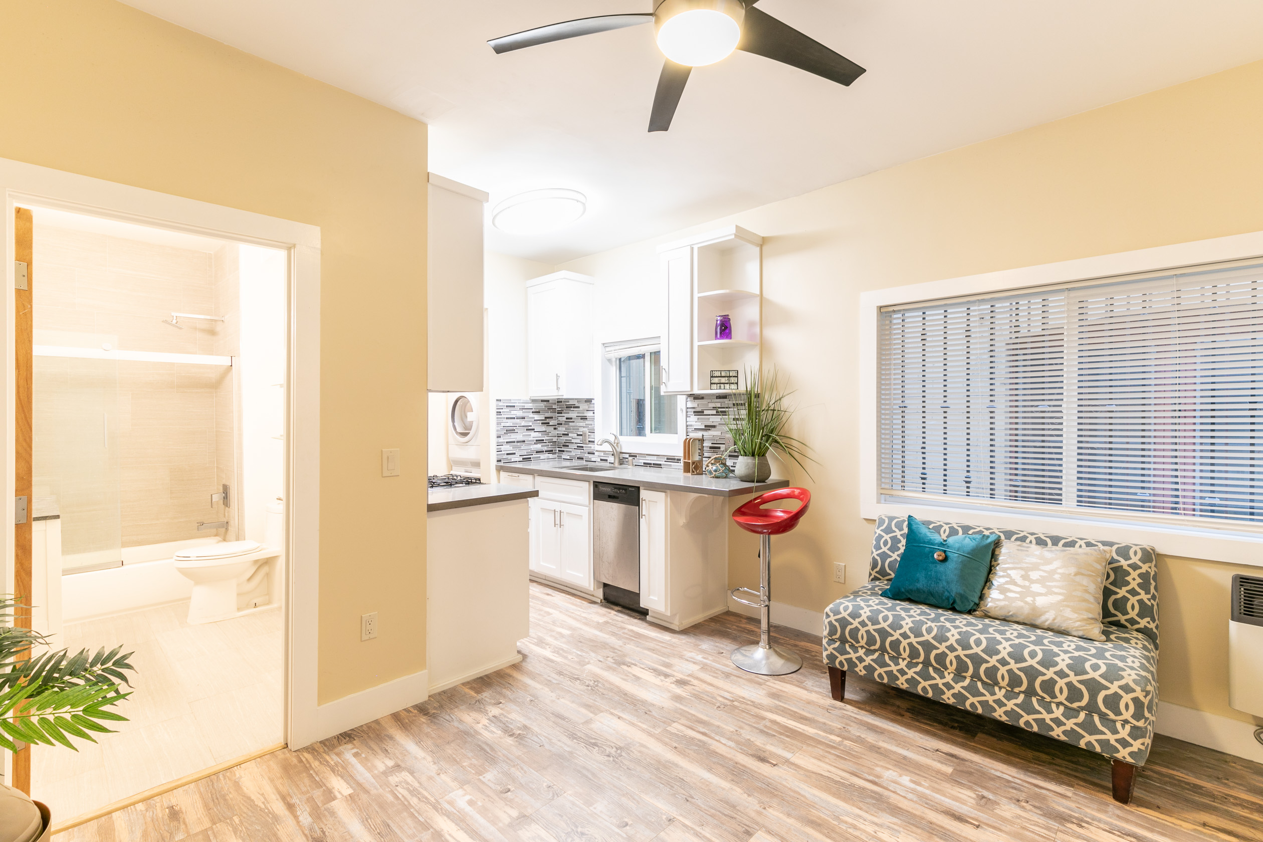 Modern 1 Bed / 1 BA  Near Venice Beach | Private Patio | In-Unit W/D!