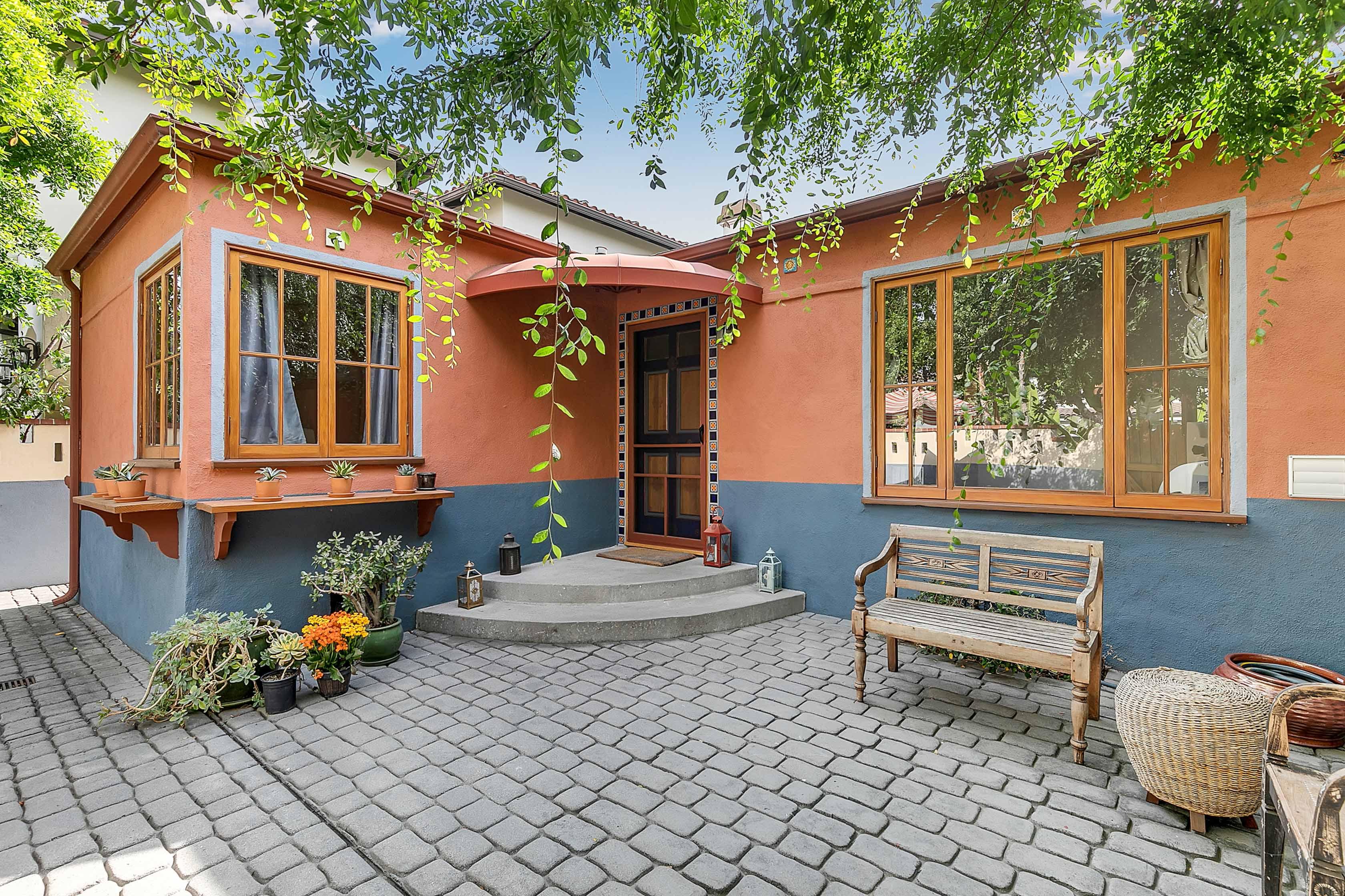 Drop-Dead Gorgeous Studio City 2BR/ 1BA Dream Home w/ Large Front & Backyards and Home-Veggie Garden!