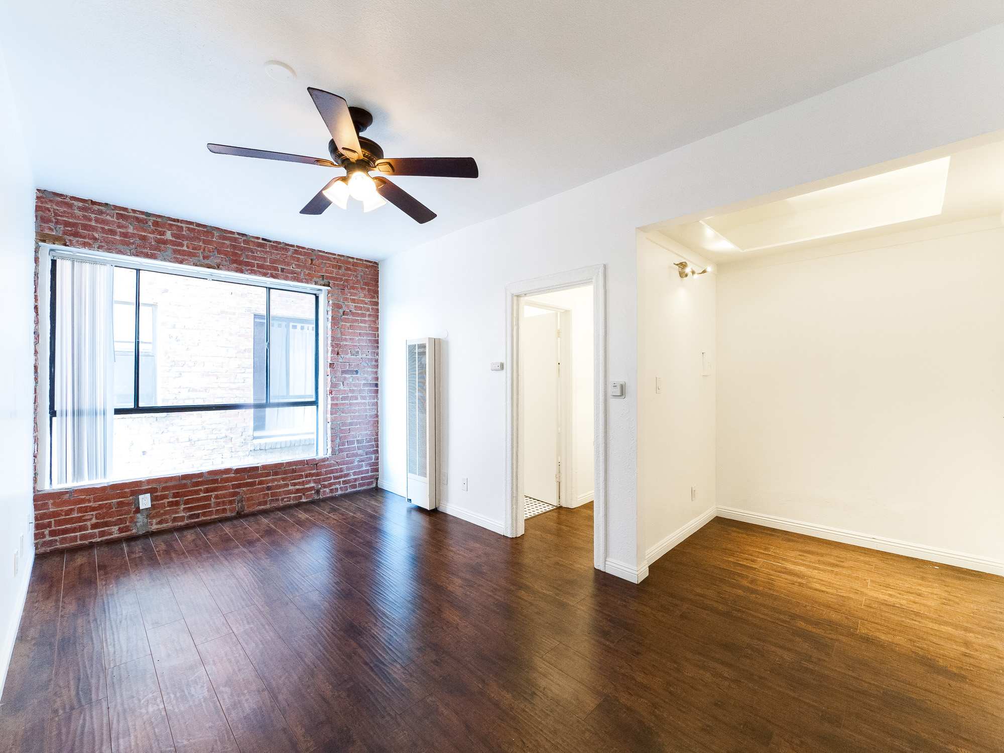 Large Bright 1 BR w/ Exposed brick & the NYC feel you crave | Updated Appliance | Near Descarga