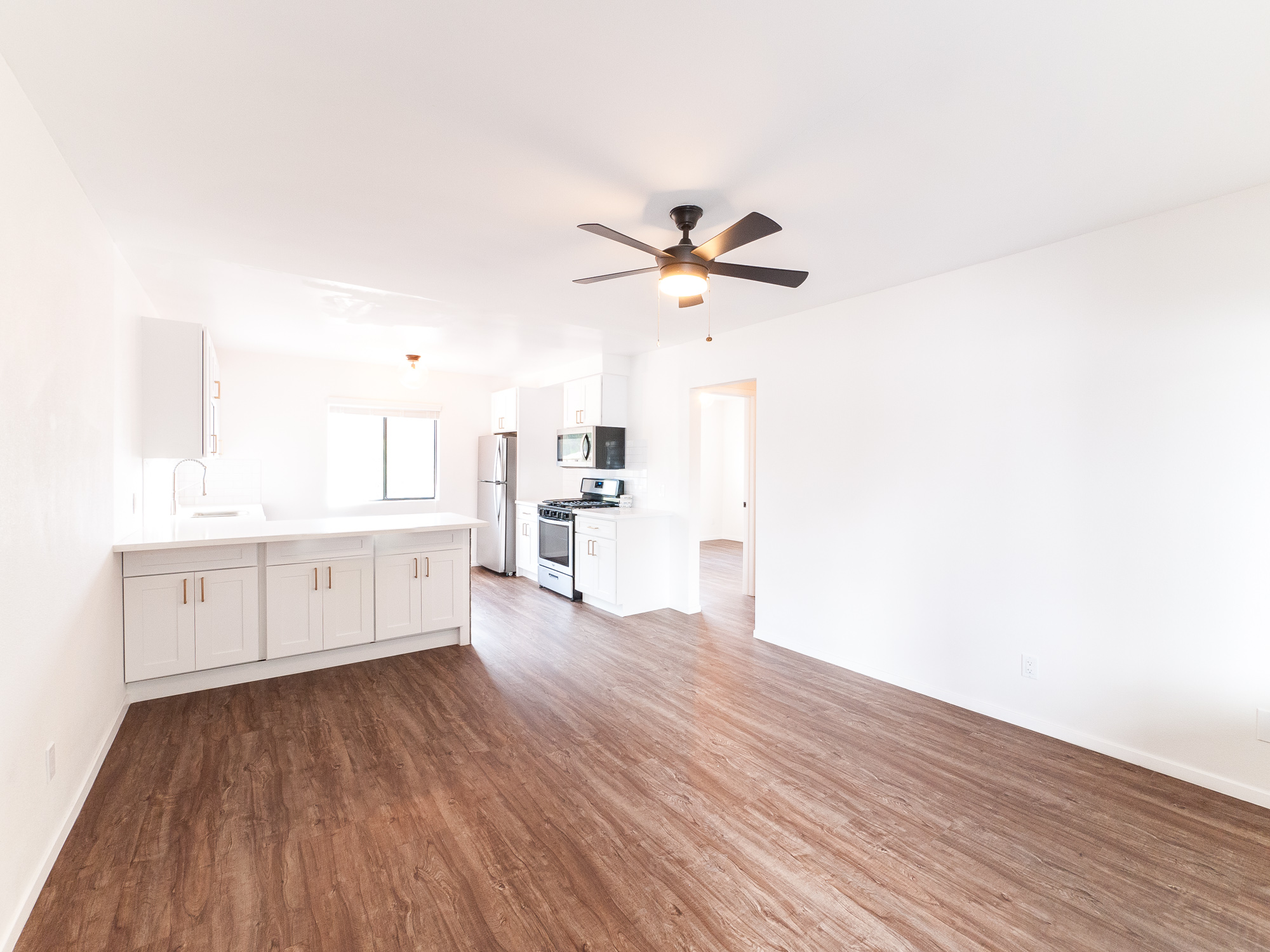 SOPHISTICATED 2 BED IN PRIME HIGHLAND PARK | W/D IN UNIT | AC INCLUDED | 1 PARKING SPACE