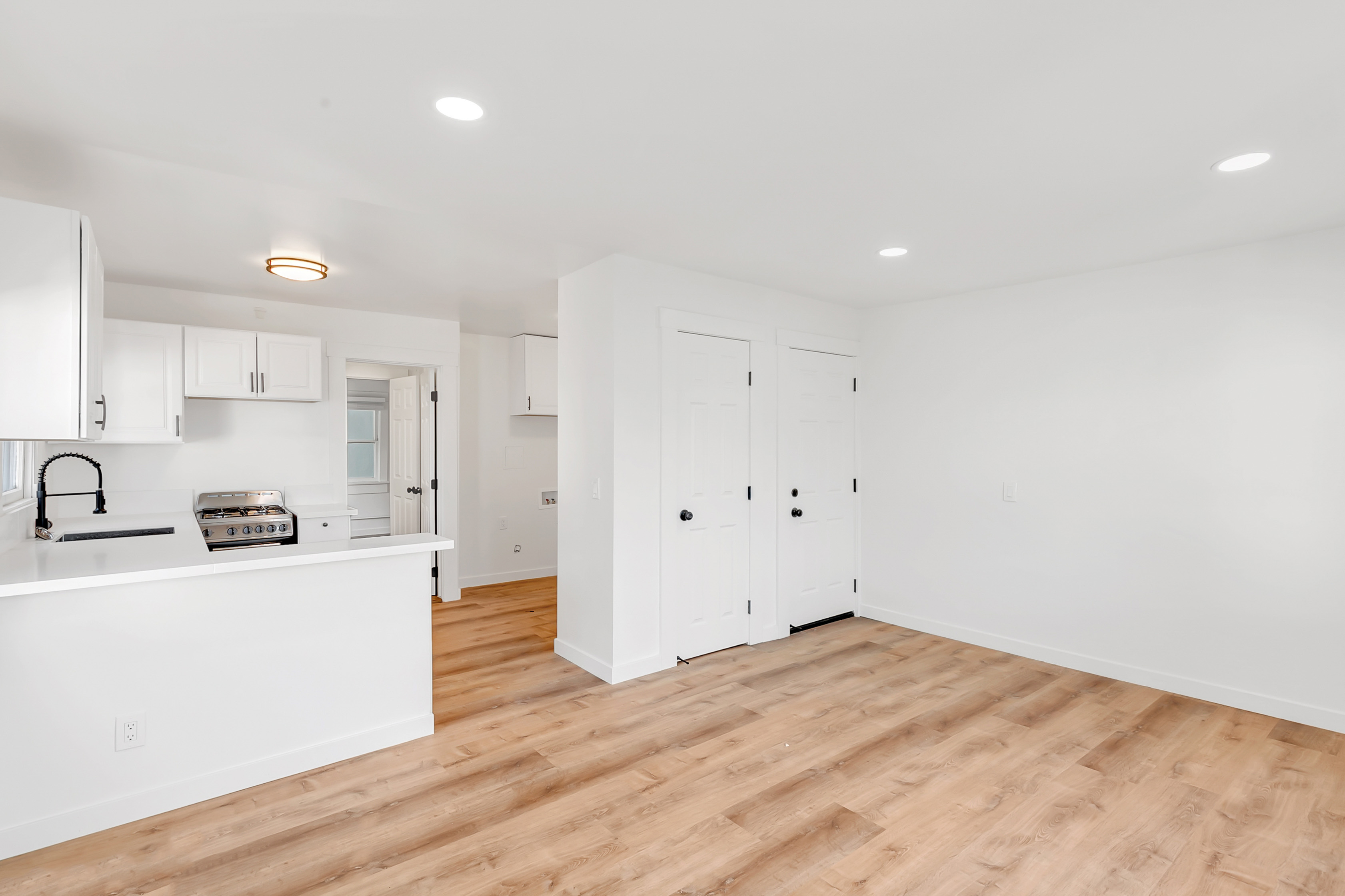 Hillside Echo Park Escape | Updated 1 Bed/ 1 Bath | Charming Details | AC Included!