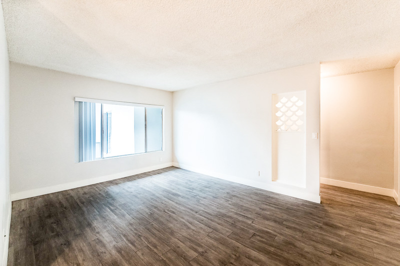 Mid - Century  Swank!-  Huge 2 Bed 1 1/2 Bath - Renovated Kitchen - Great Location - Close to Culver City