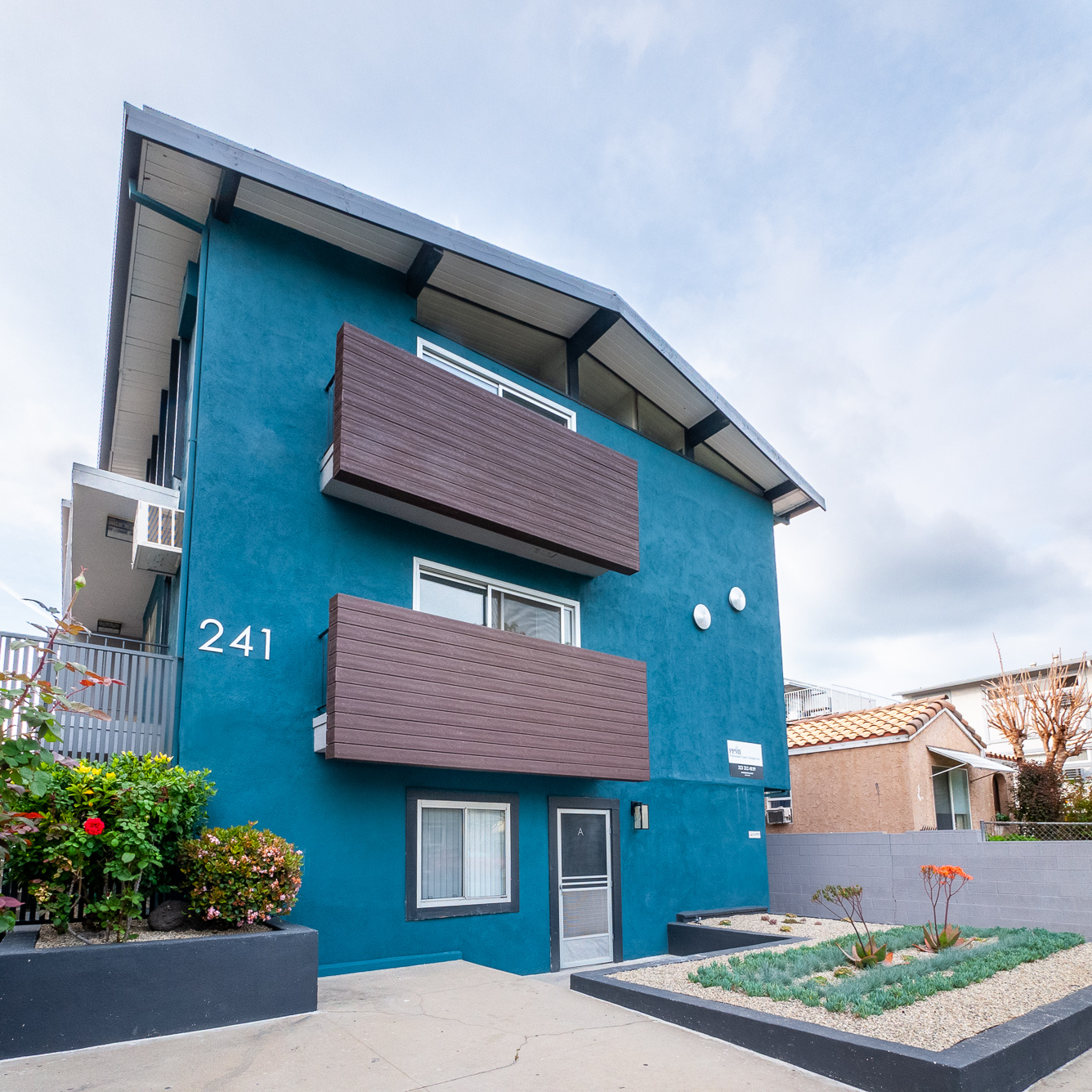 Fully Renovated 2Bed/2Bath Unit! Close to Downtown Burbank!