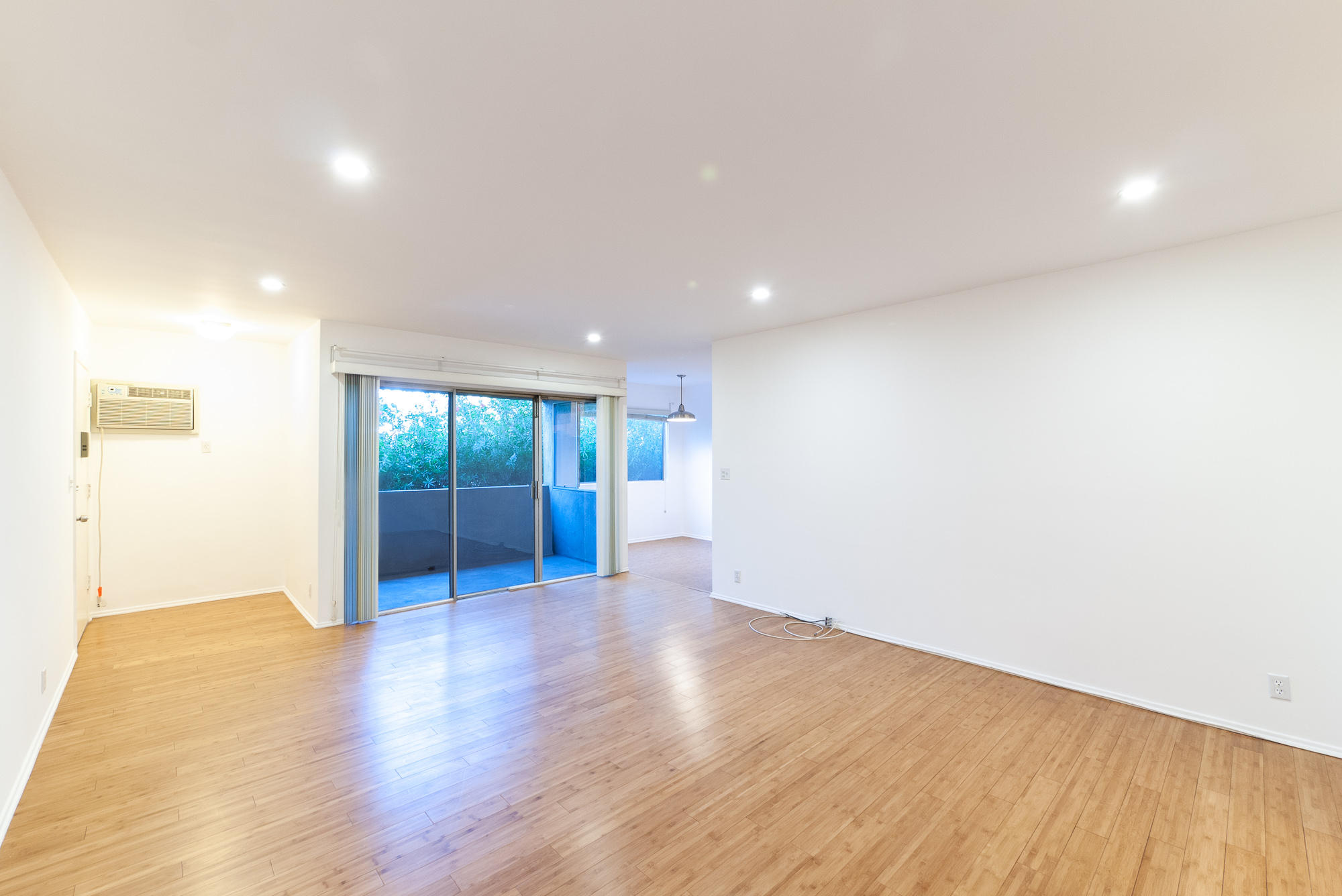Updated Dual Master Suite Apartment | Balcony! | Prime Los Feliz | Parking and A/C