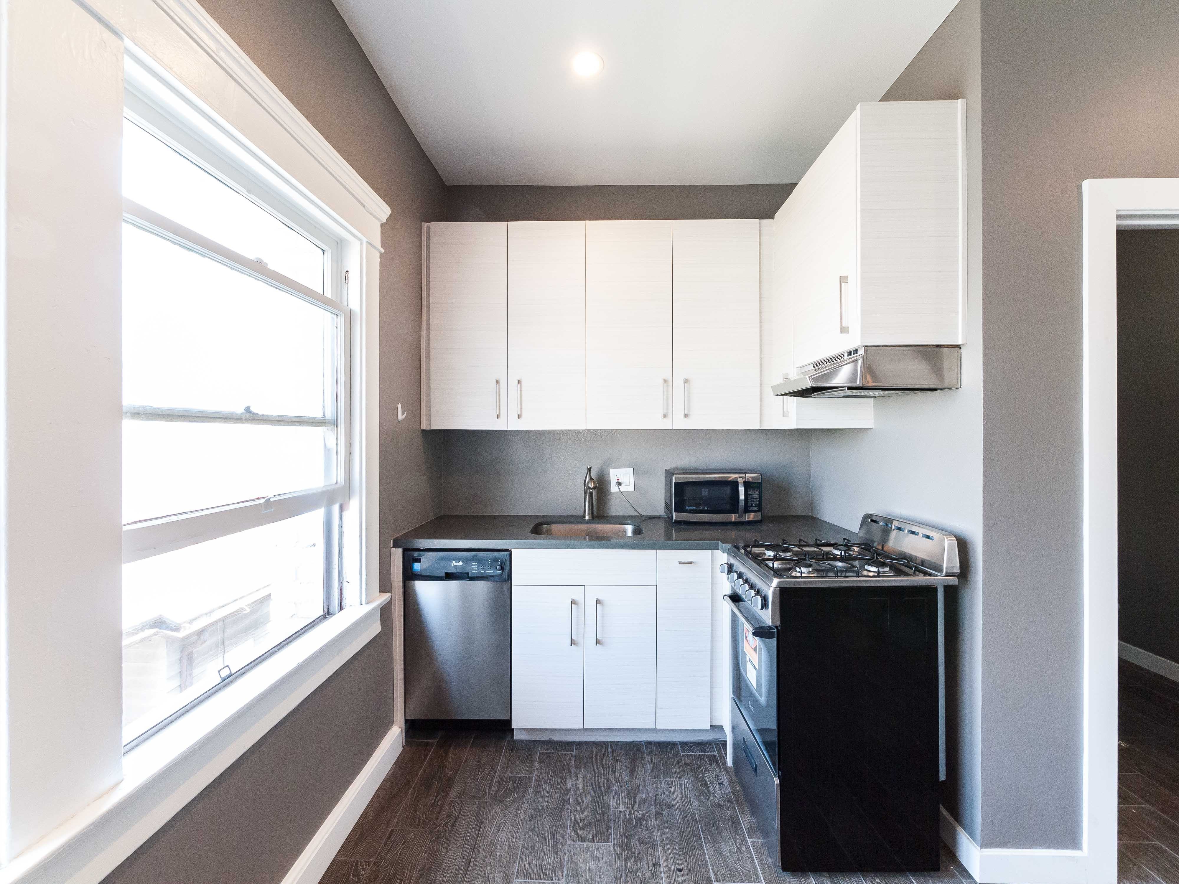Modern Studio | Natural Light! | Upper Unit | Prime Lincoln Heights| Move-In Special!