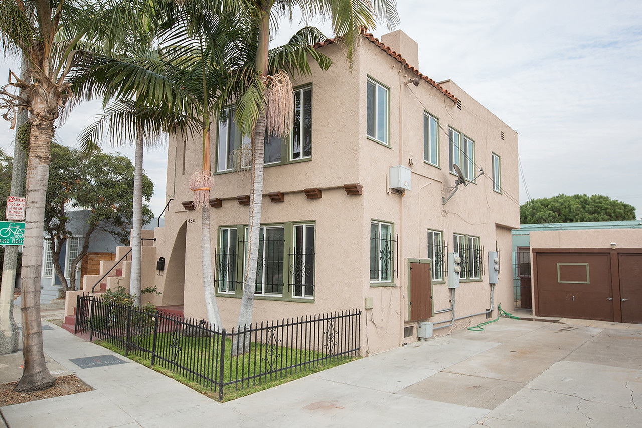 Sweet Upper Unit with Private Balcony!