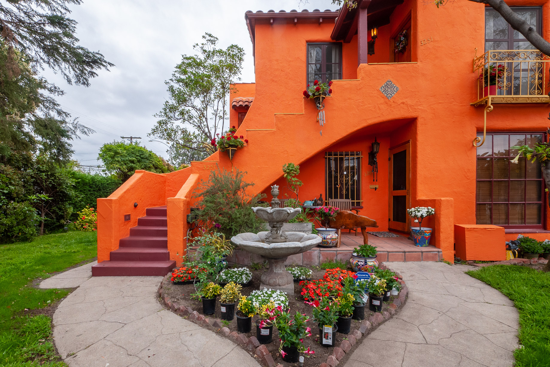 Stunning and serene Spanish Duplex a Short Stroll to Shops & Cafes