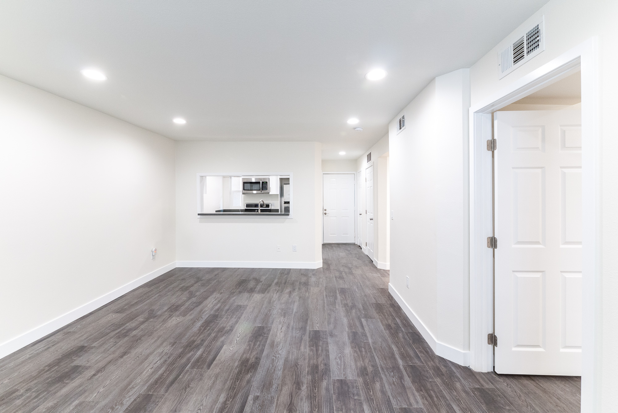 Heart of Hollywood's Franklin Village Area! Gorgeous 2BR w/ BIG Renovations! Parking Included!