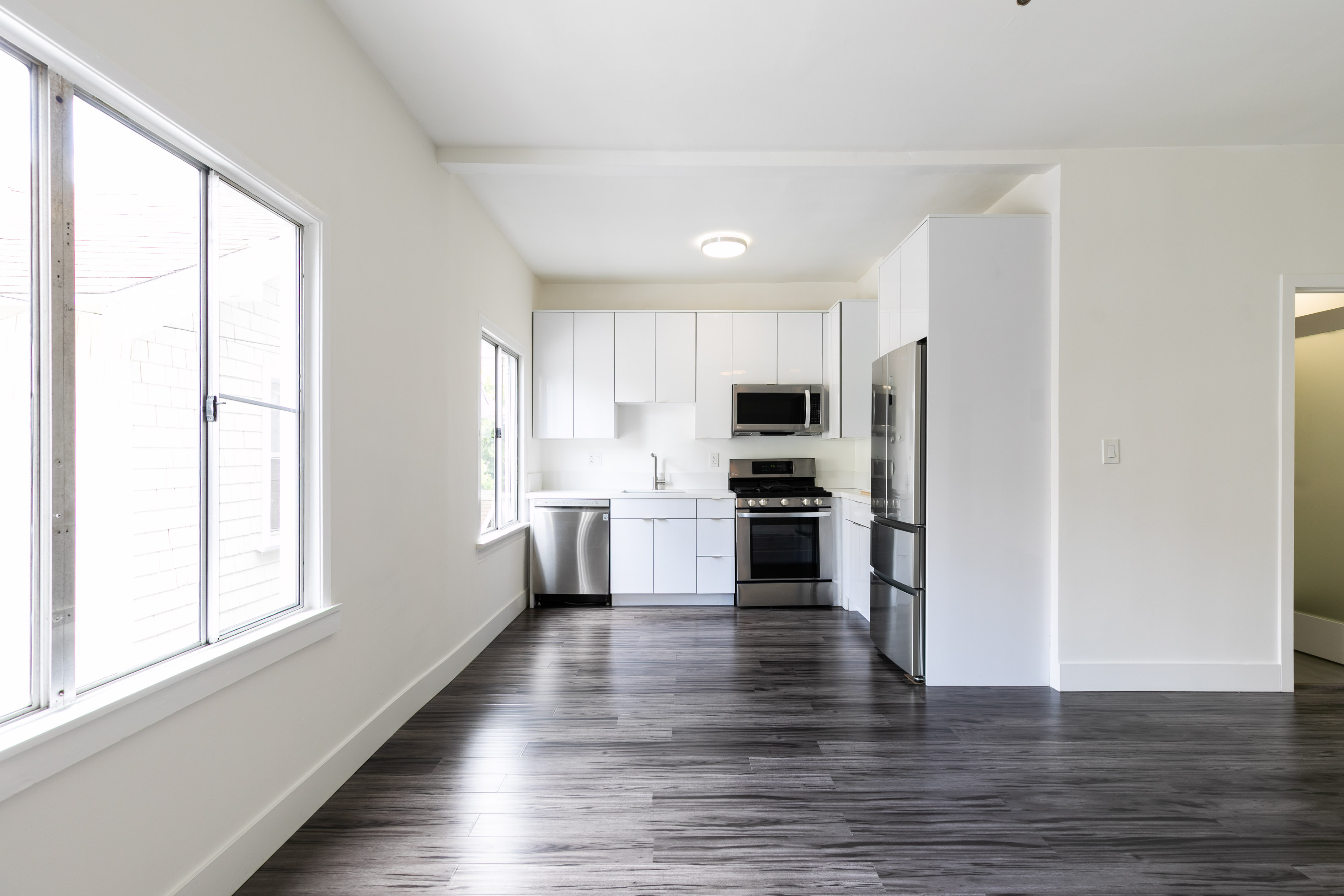 Modern 1 Bed In K-town   AC Unit Included   Short Trip To All Your Ktown Faves   Move In Special!