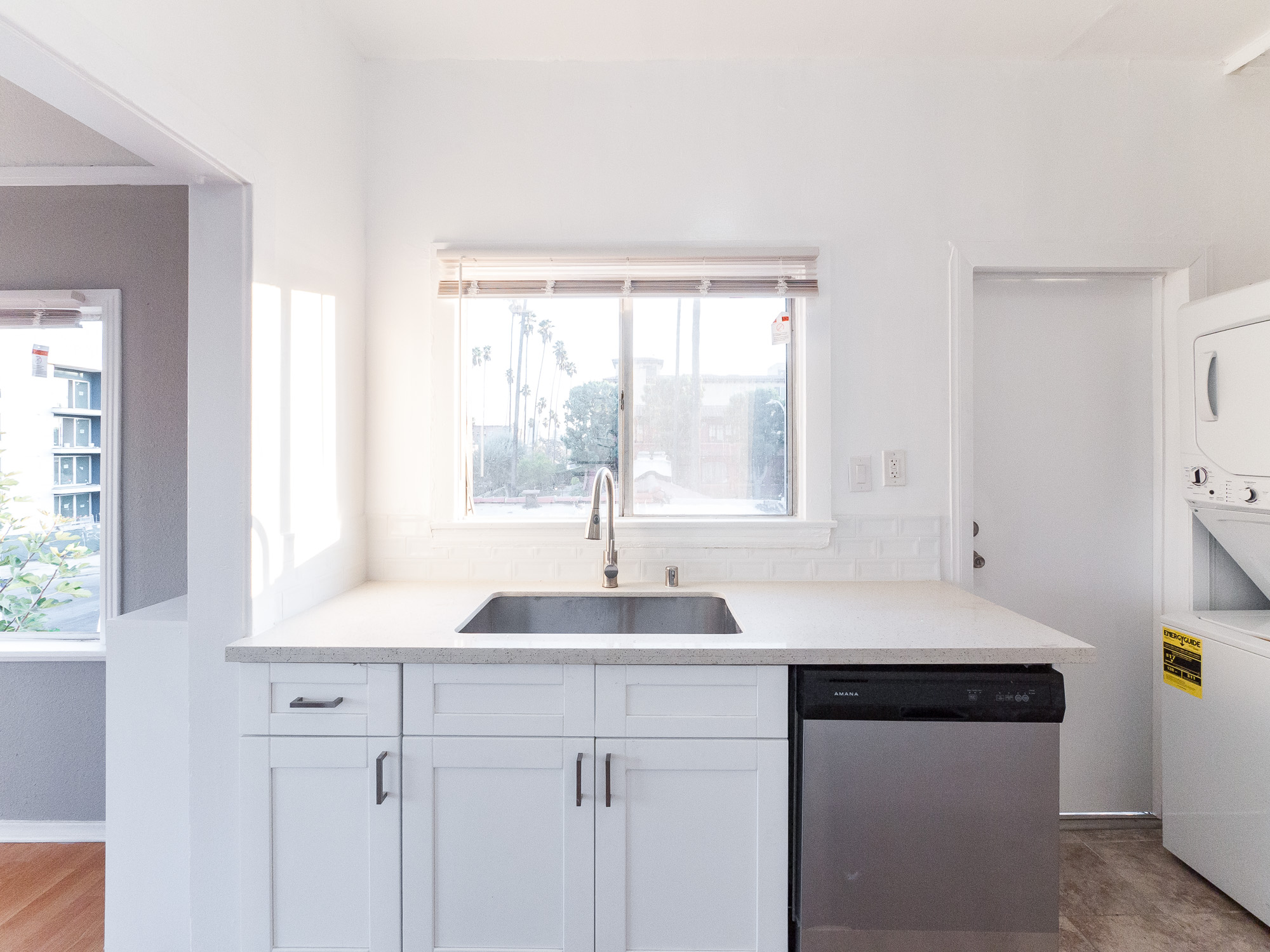 California Dreamin'! 1920's Immaculate, Vintage Building - JUST Renovated, Super Bright- Upper Unit -Washer/Dryer, Dishwasher-Great Location!