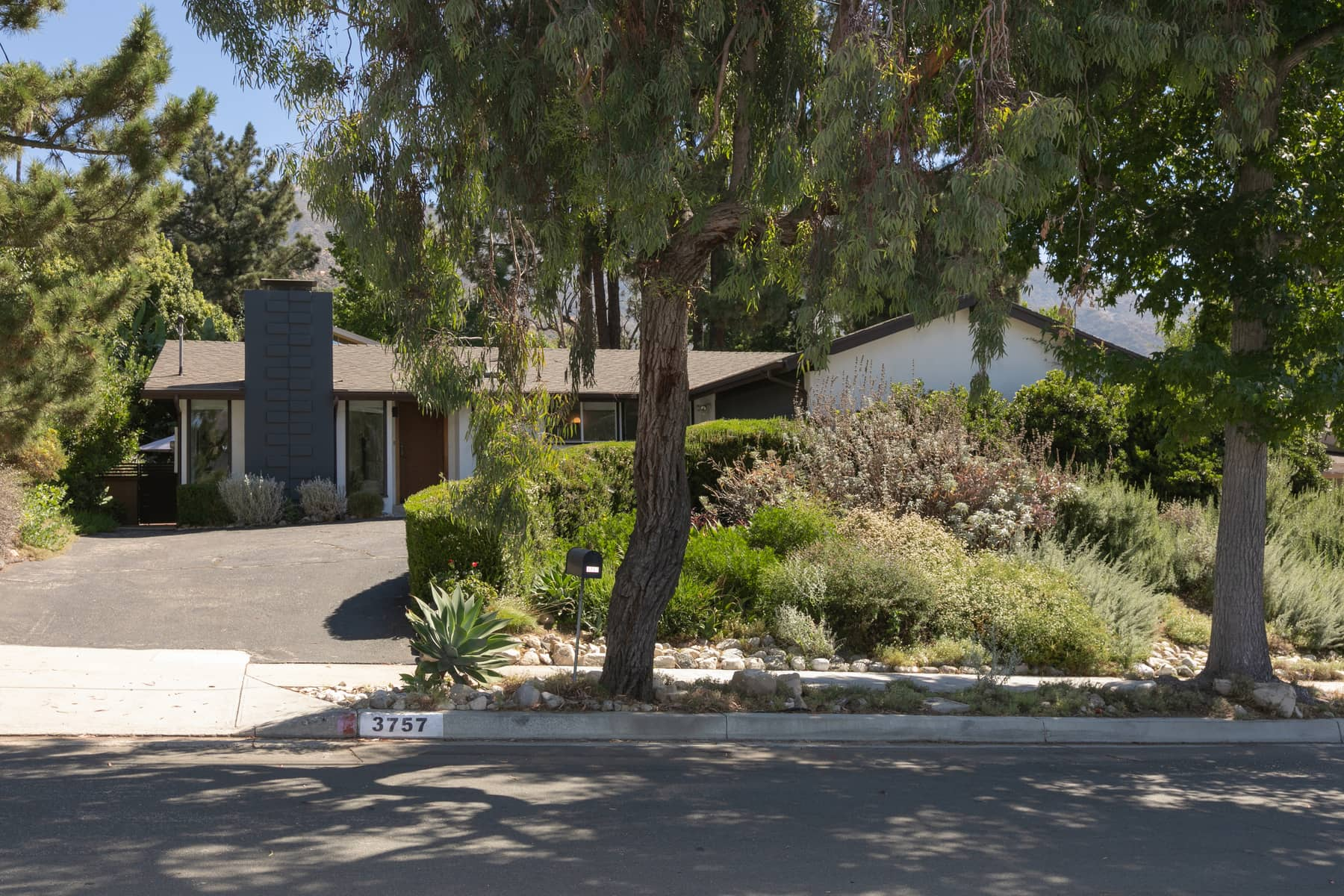 PERFECTLY UPDATED LA CRESCENTA MID-CENTURY