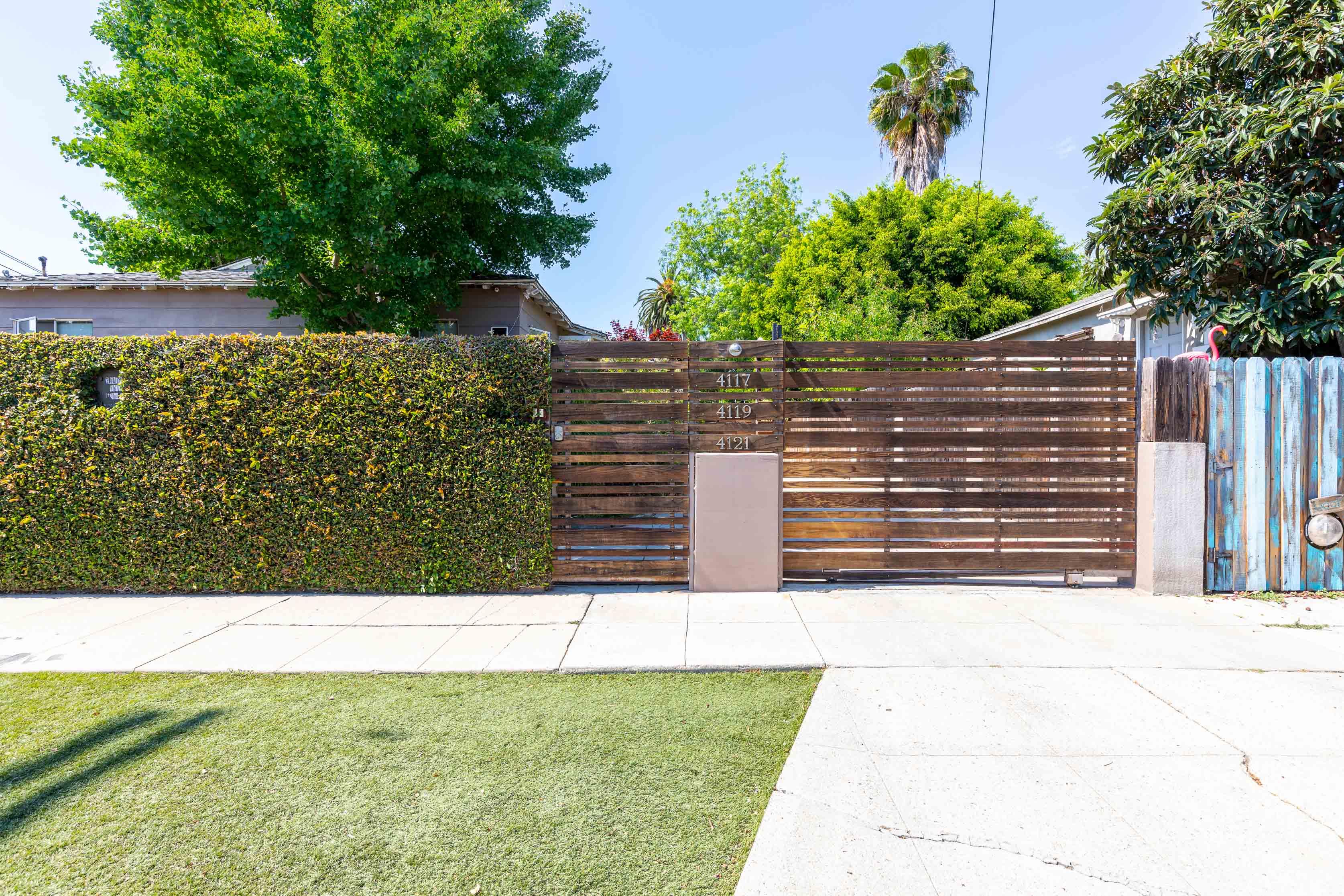 Tranquil Los Feliz Abode | 1 Bedroom/ 1 Bath Triplex | Common Outdoor Space | Completely Renovated!