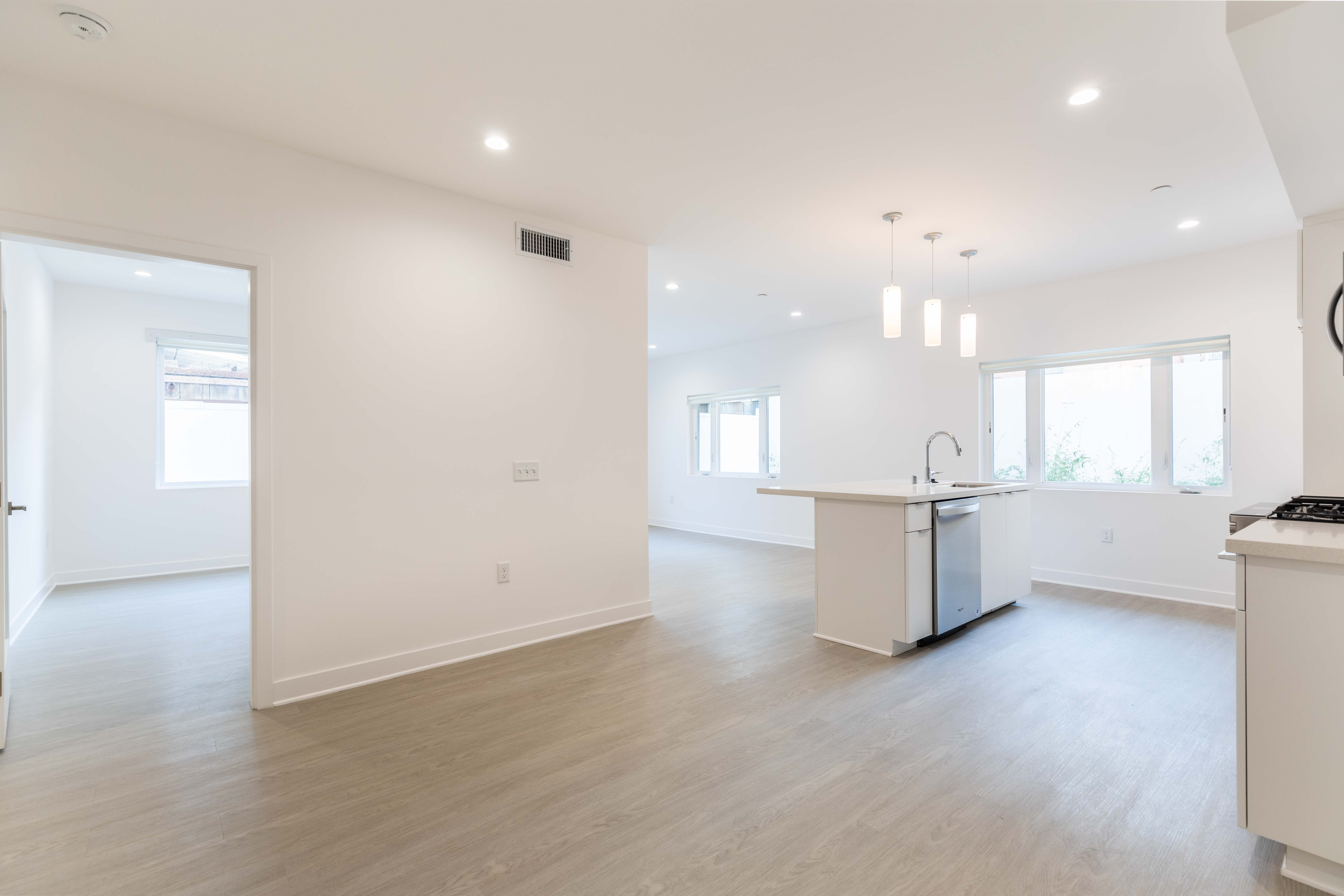 3BR/ 3BA Brand-New Hollywood Beauty w/ Stainless Steel Appliances & Tandem Parking