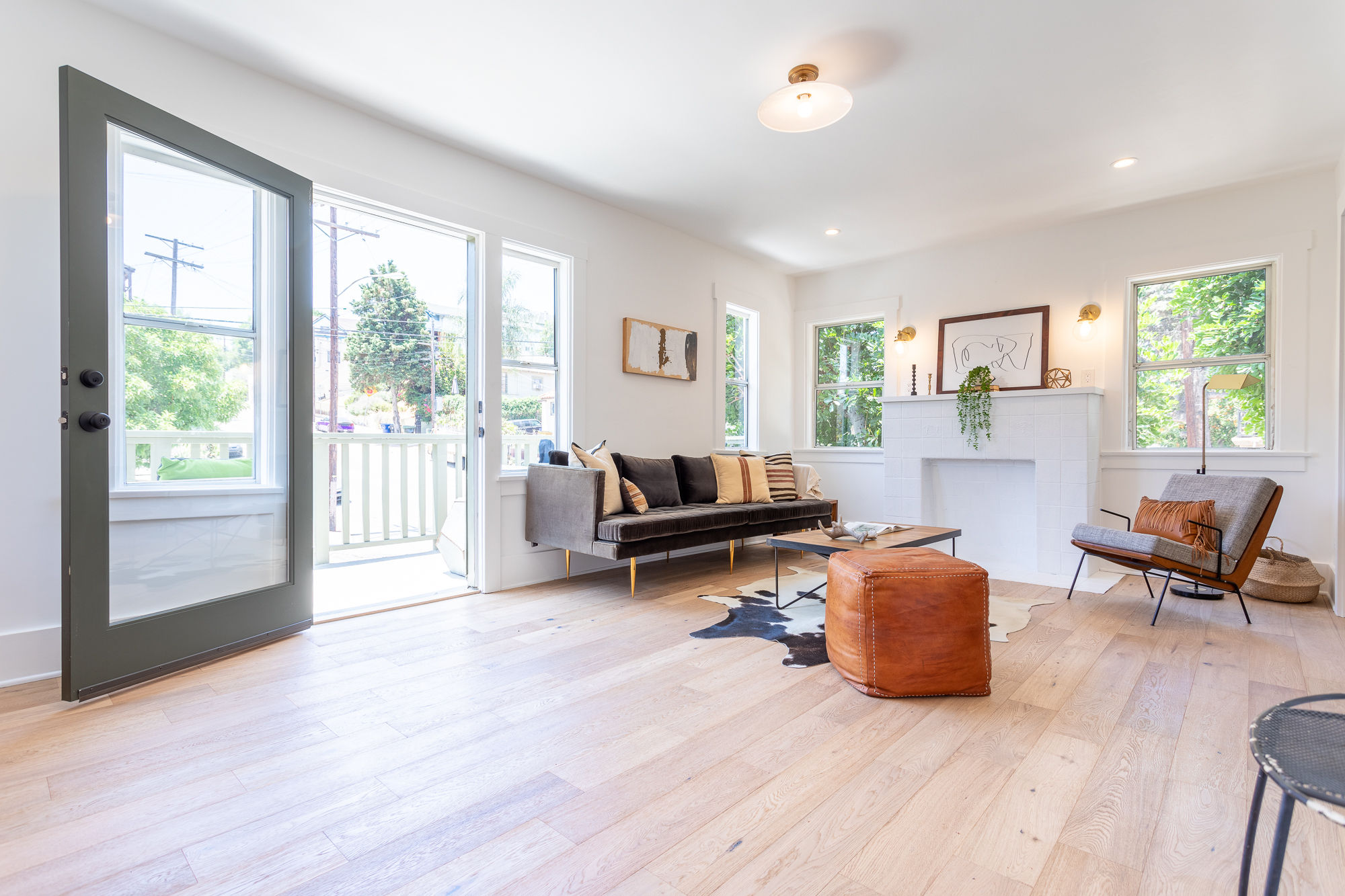 Beautifully Remodeled Angeleno Heights Flat with Private Balcony