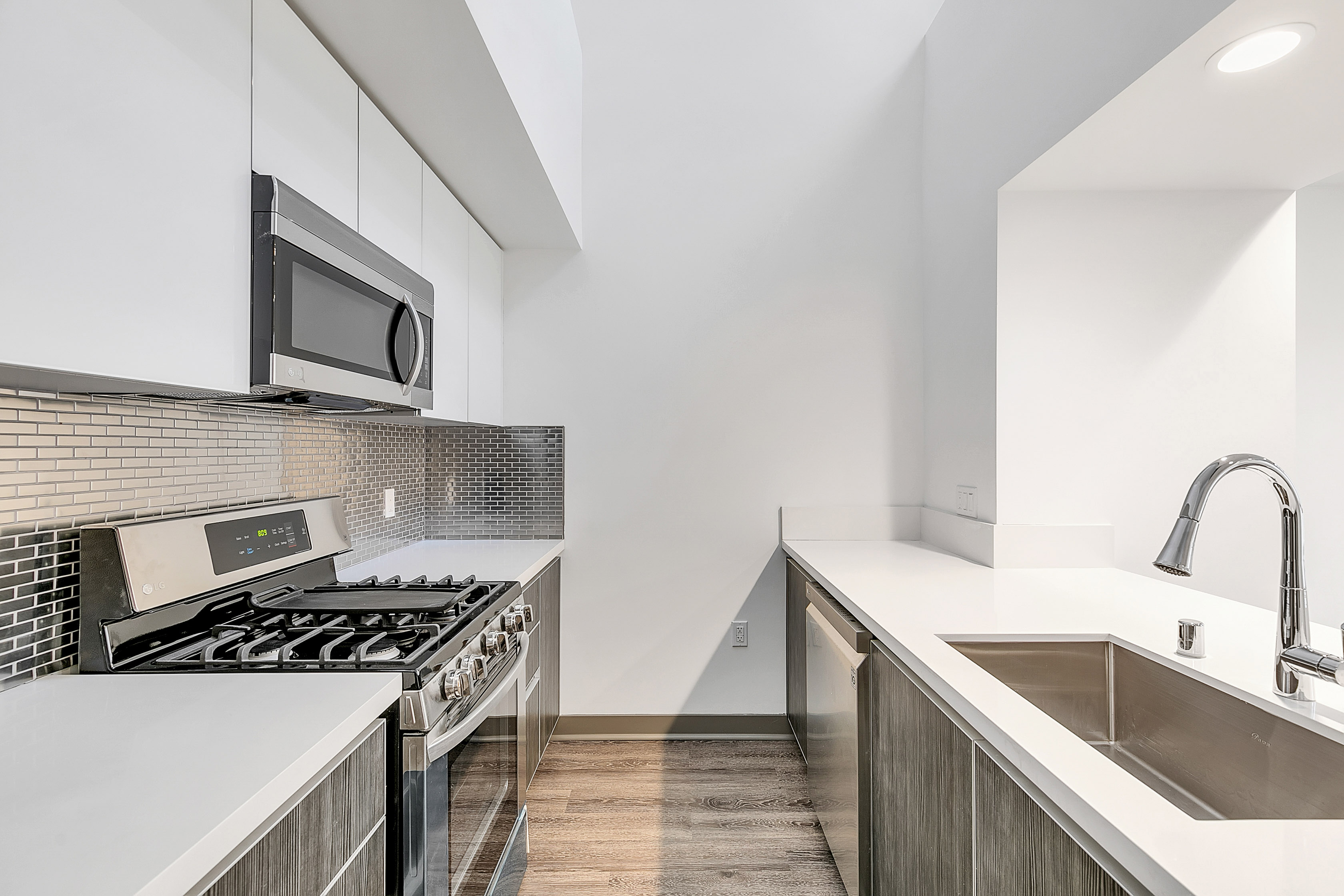 LUXURY 1BR/ 1BA + LOFTED DEN: Balcony, Parking included, Amazing Location in EaHo