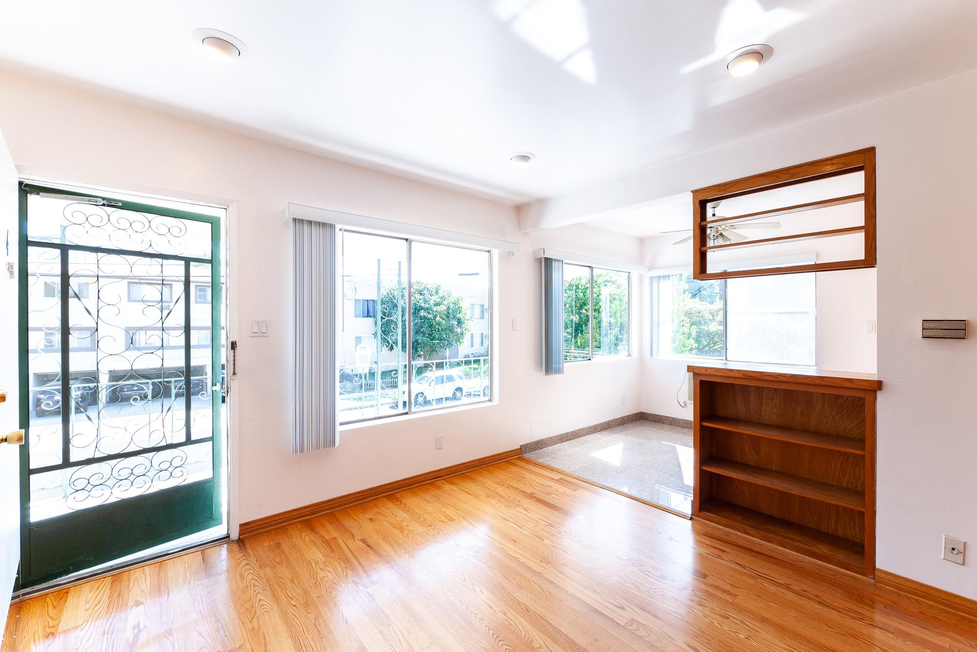 AMAZING LOCATION! Gorgeous 1 Bedroom One Block from Ventura Blvd!