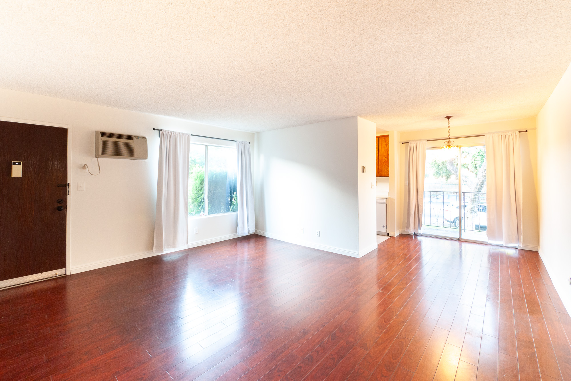 Bright + Spacious 1 Bed With Balcony! Across from Rowena Reservoir!   Where Silver Lake Meets Los Feliz   Parking plus Laundry on site!