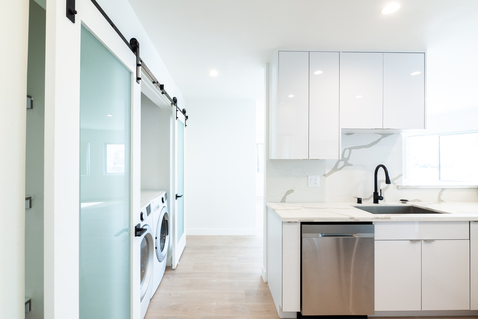 Sleek , Modern & New! Huge 1 Bed - New Washer/Dryer - Perfect Miracle Mile Location!